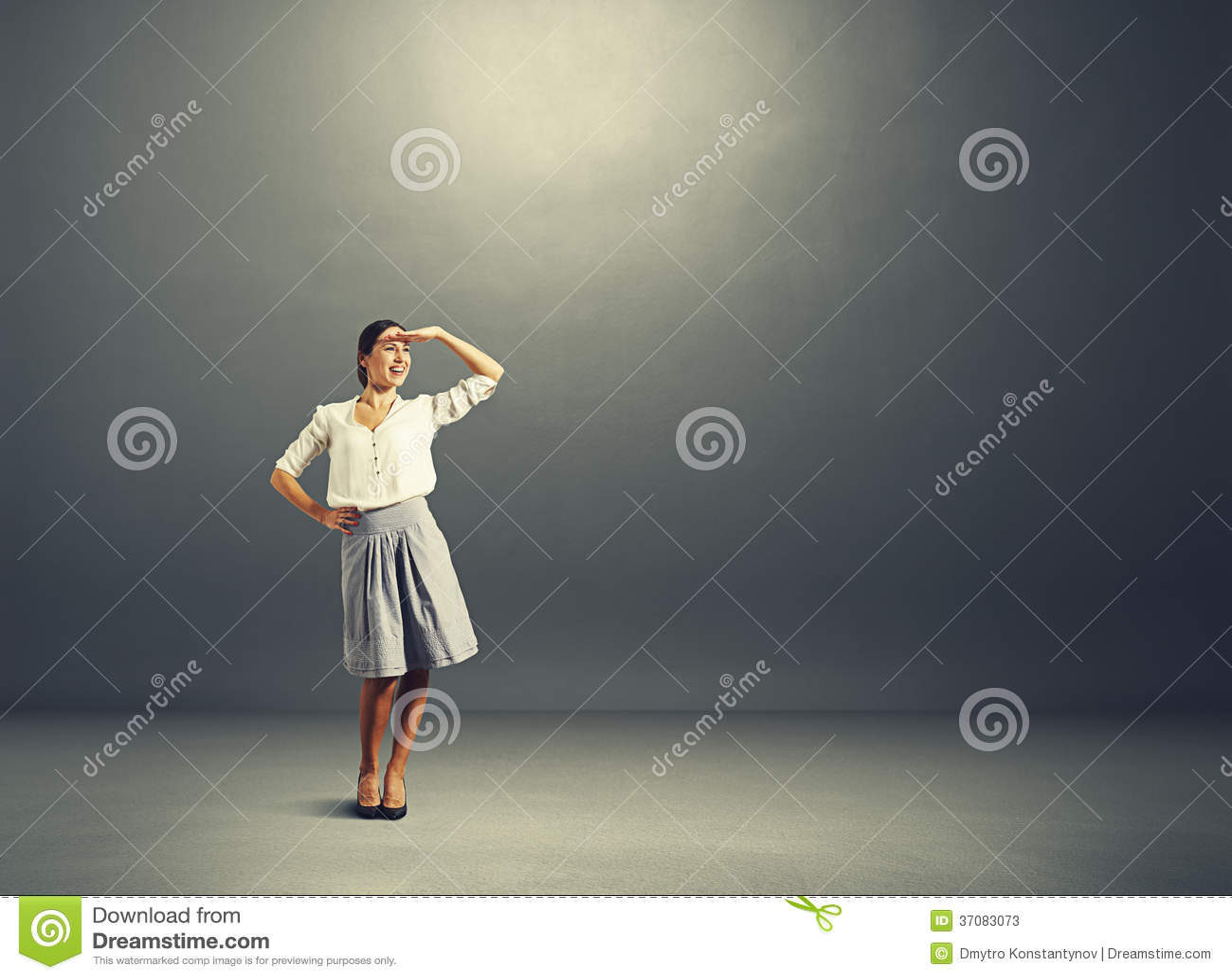 Download Młoda Kobieta Patrzeje Pustego Copyspace Obraz Stock - Obraz złożonej z interes, dosyć: 37083073