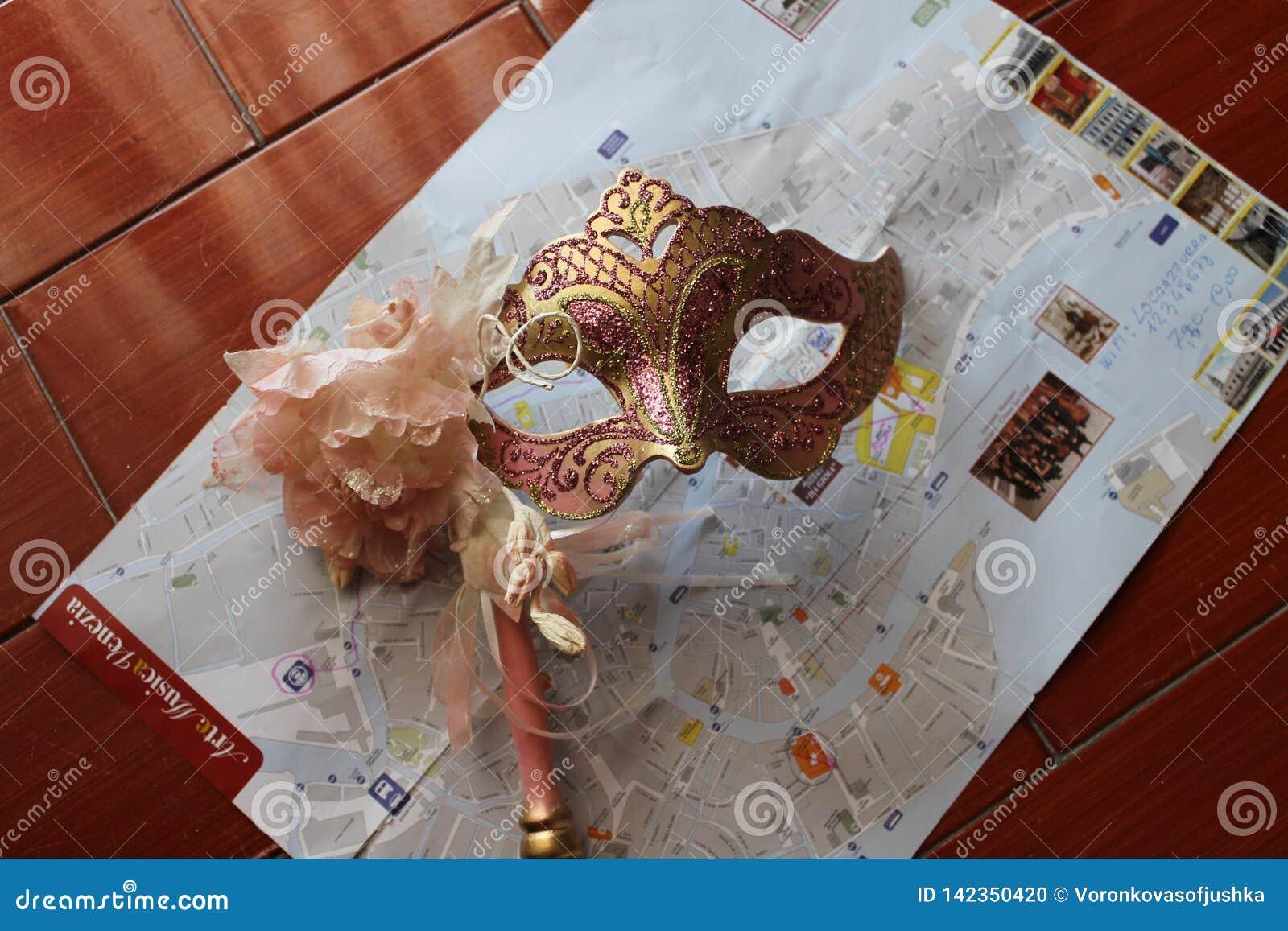 M?scaras Venetian em tons cor-de-rosa