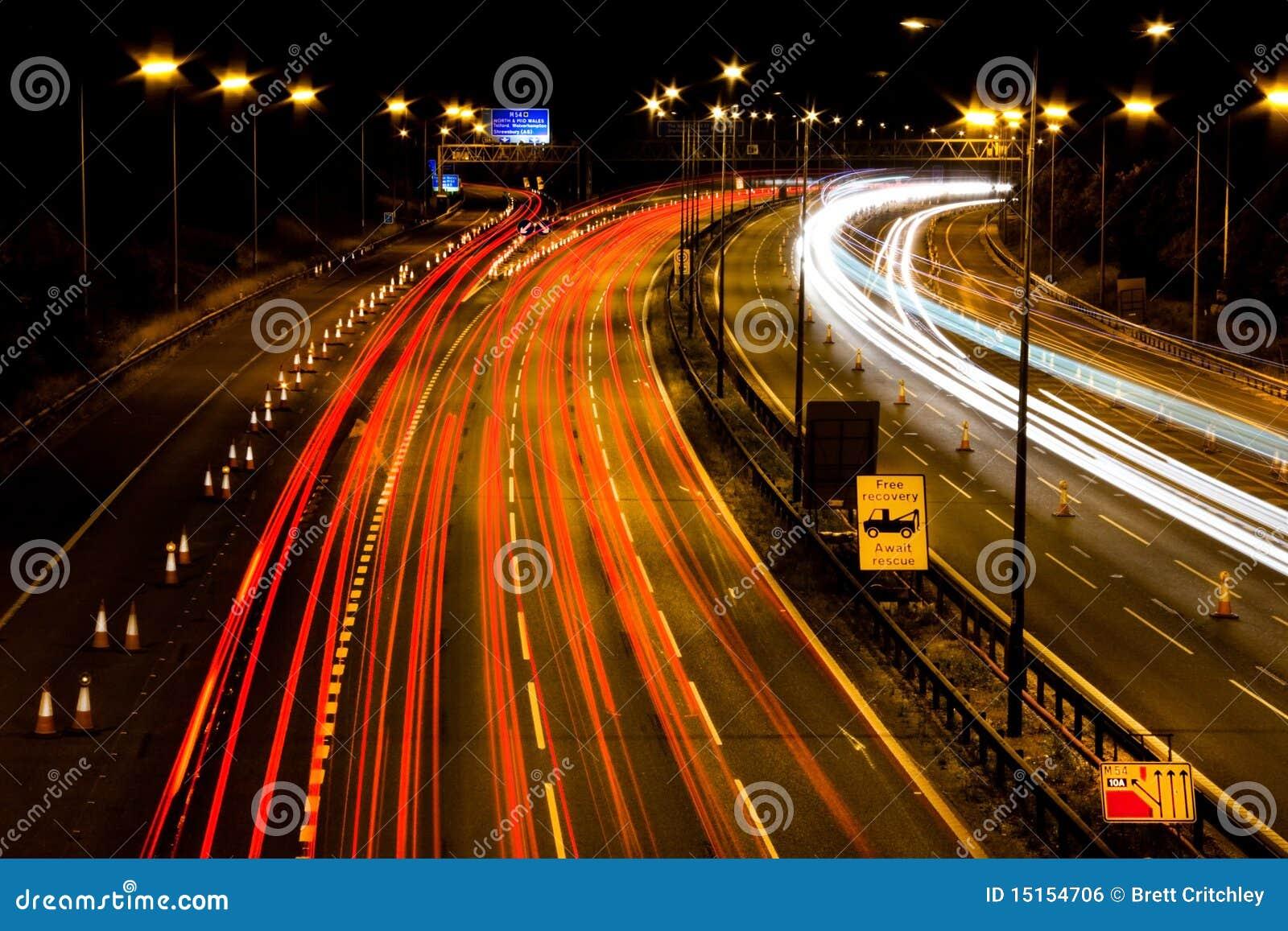 M6机动车路晚上
