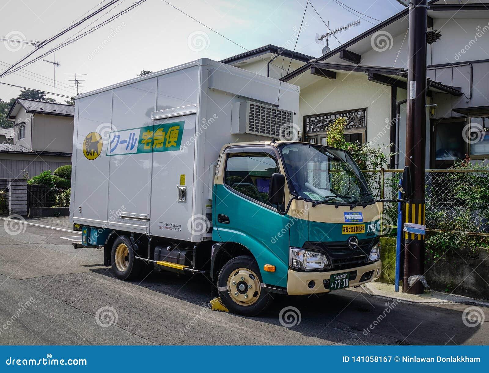 Mała ciężarówka przewieziona usługa