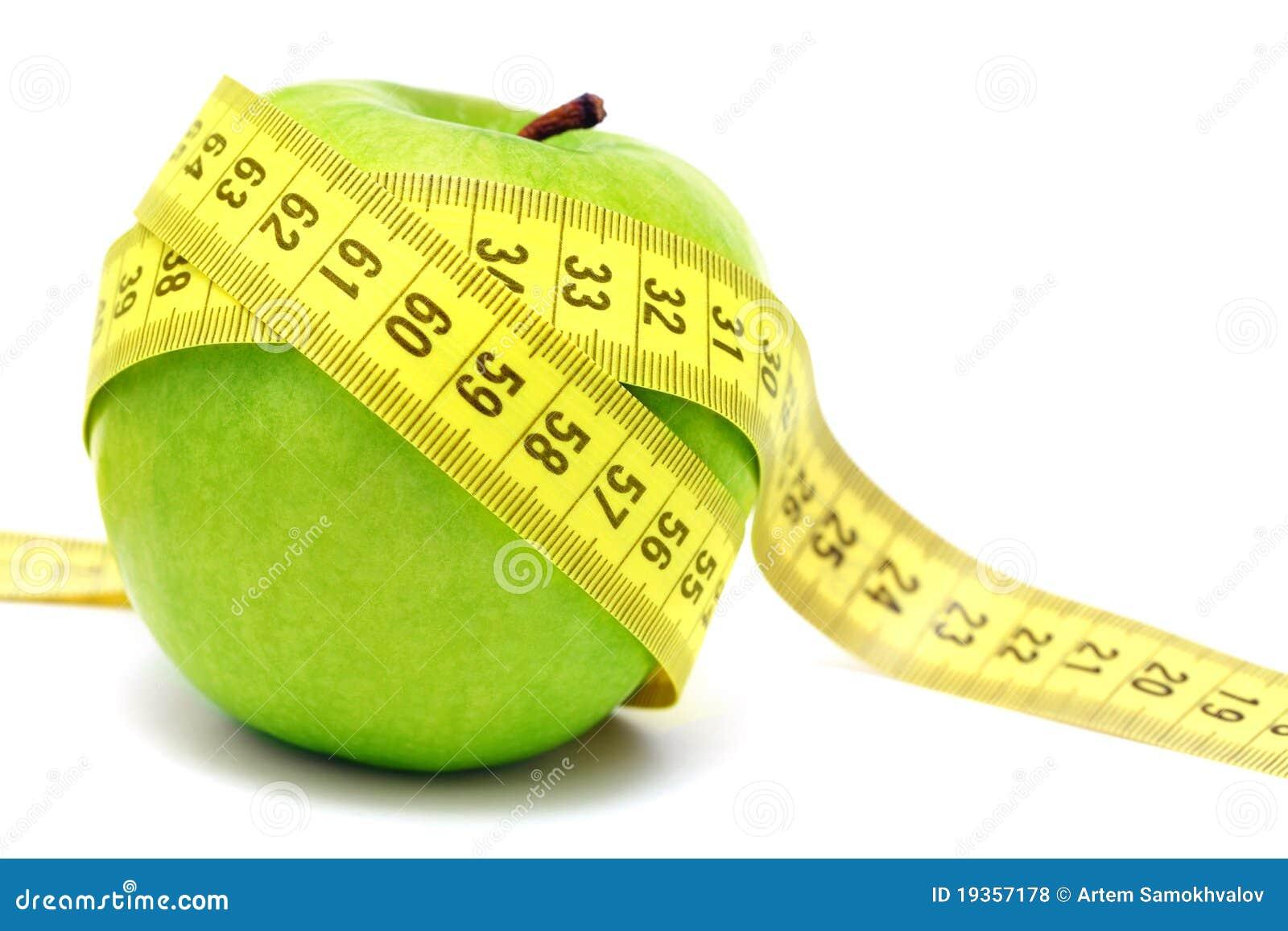 Maçã verde e fita de medição