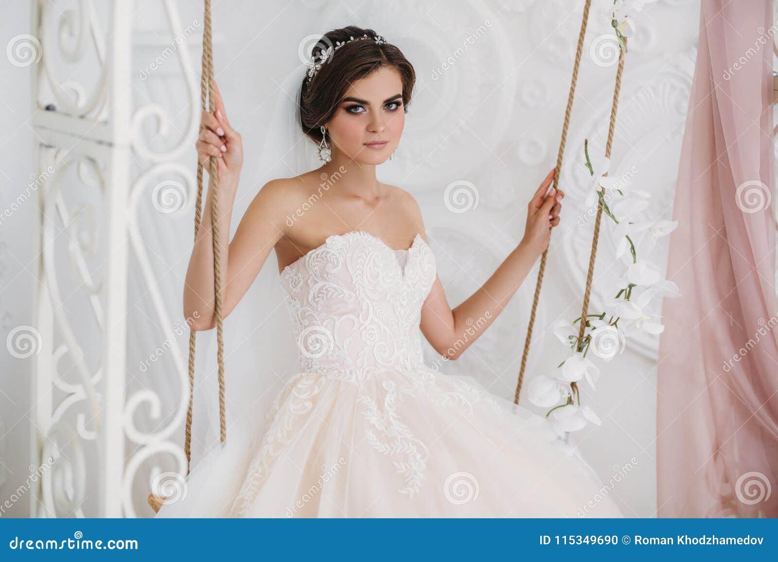 Peinados de novia con vestido strapless