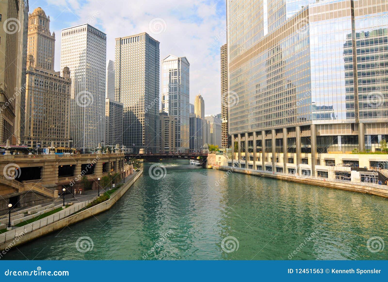 Mañana en el río de Chicago