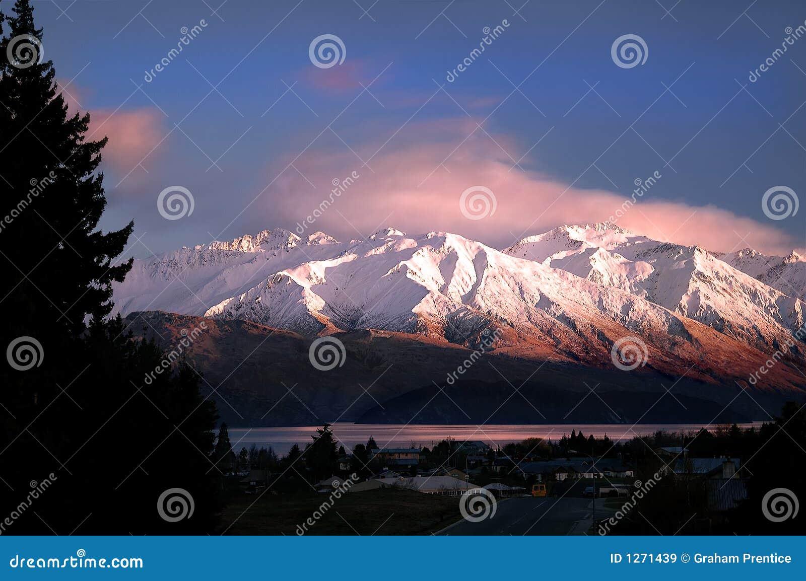 Mañana Sun en las montañas