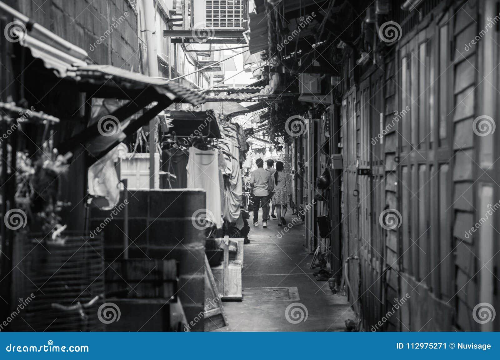 Mała backstreet aleja w Chinatown Bangkok, Tajlandia
