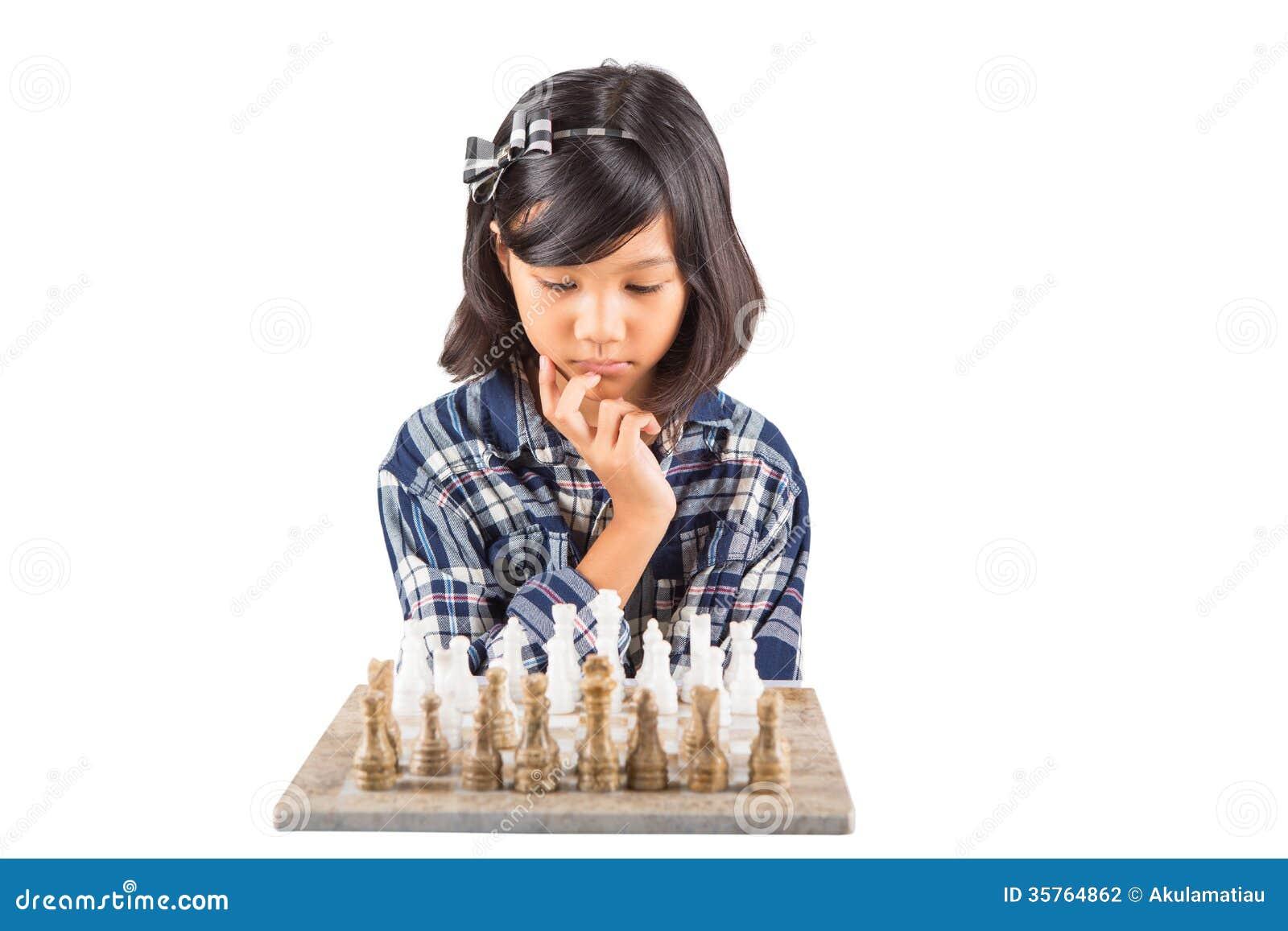 Mała Dziewczynka Bawić się szachy Ja