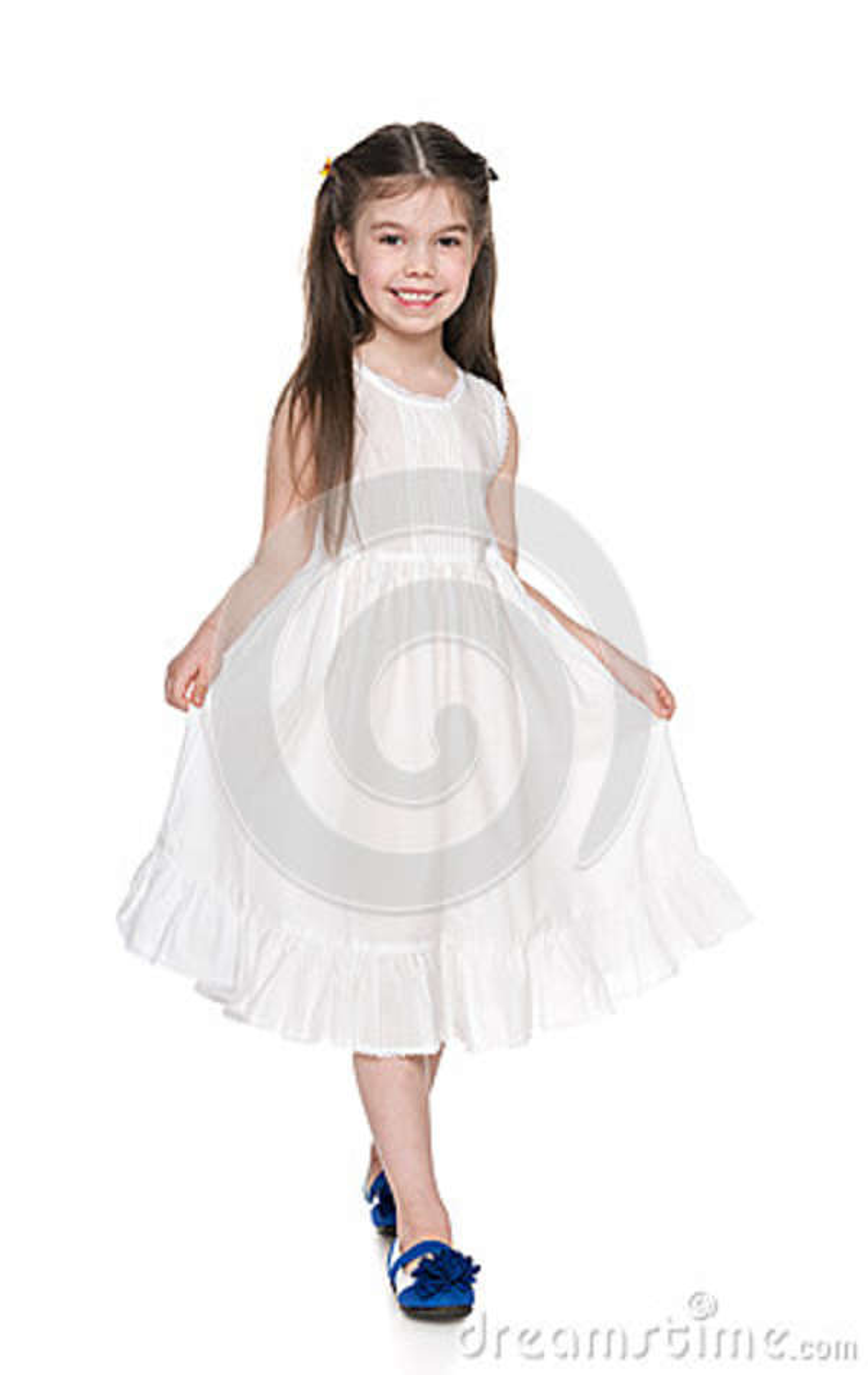 Mała dziewczynka w białej sukni
