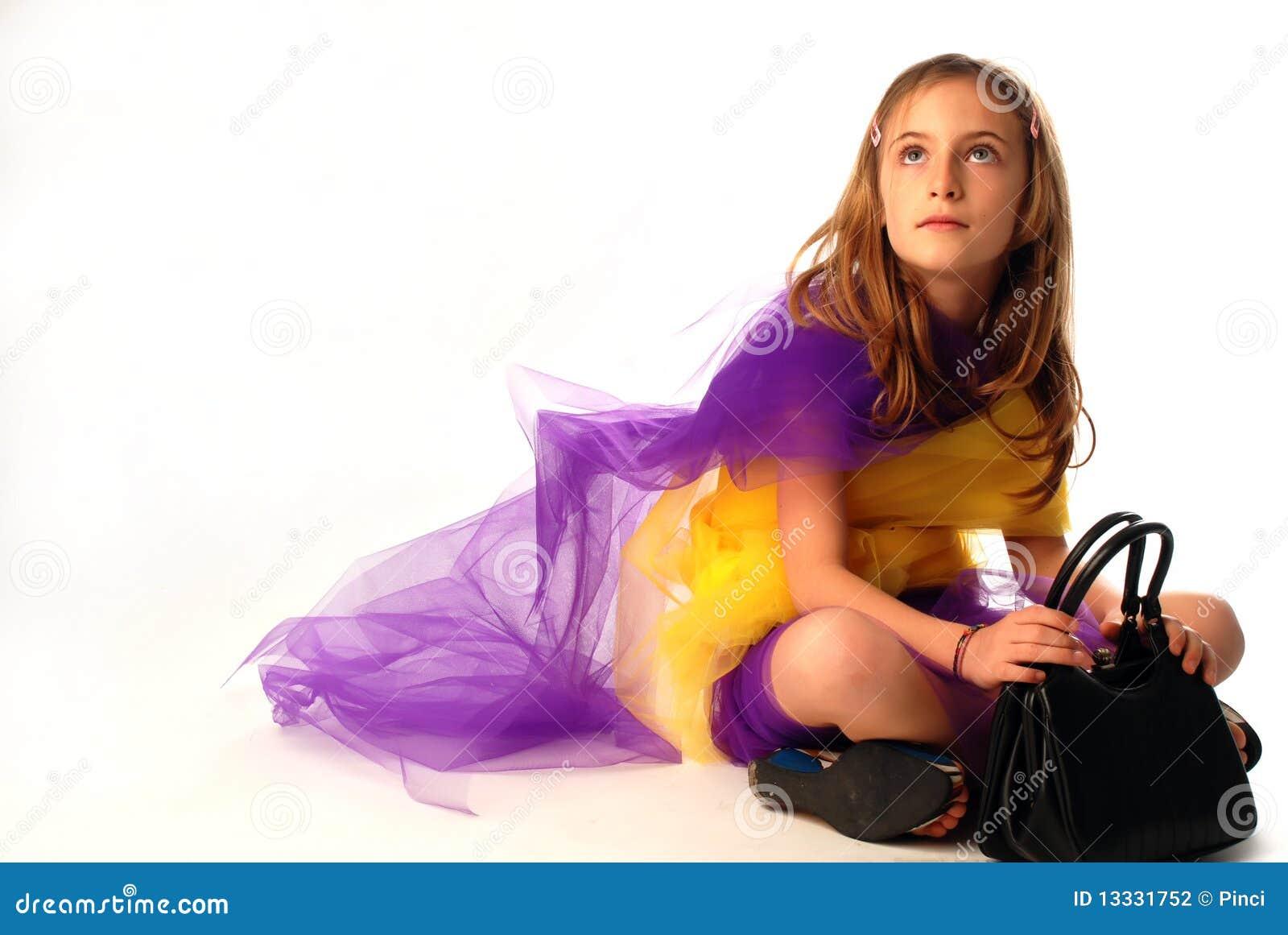 Mała mody dziewczyna
