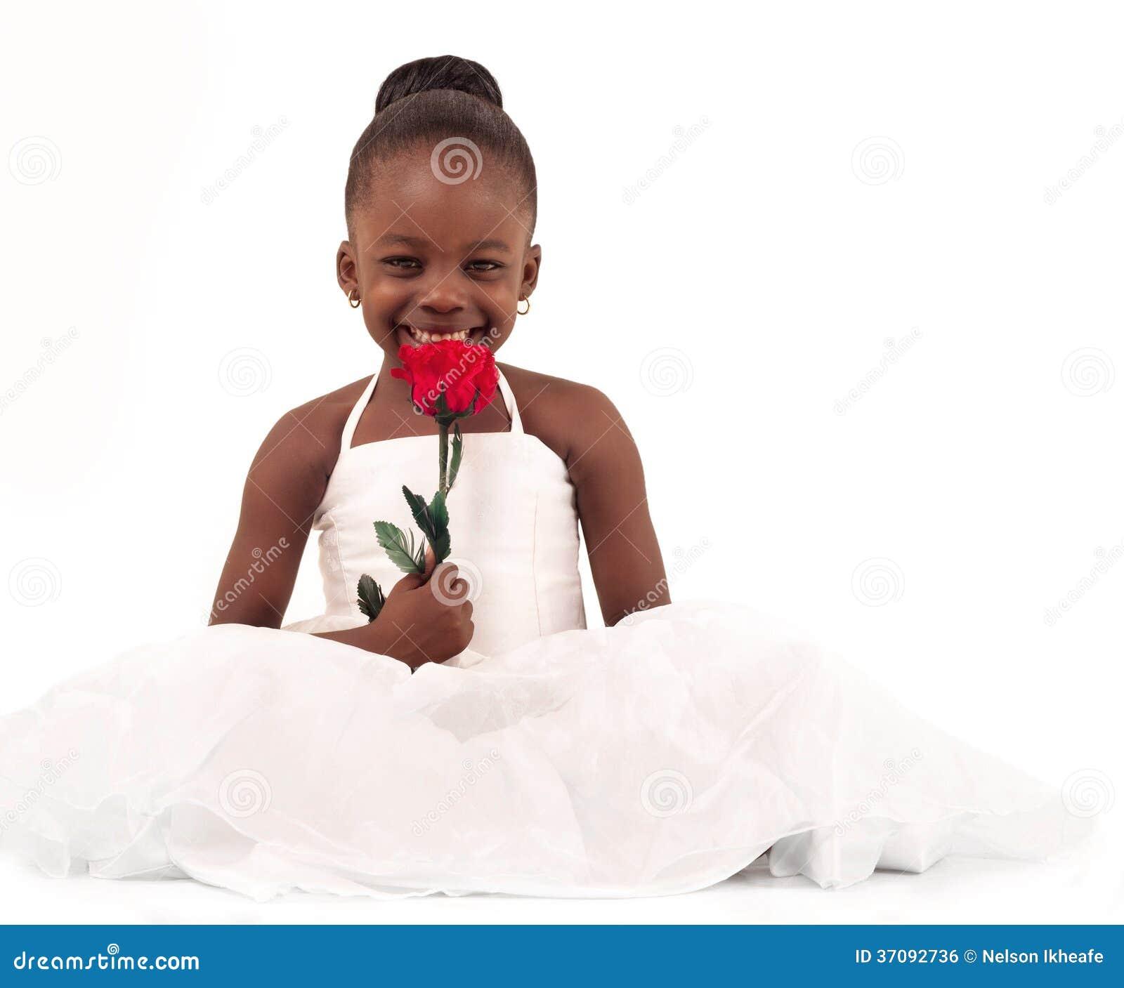 Download Mała panna młoda zdjęcie stock. Obraz złożonej z kwiaty - 37092736