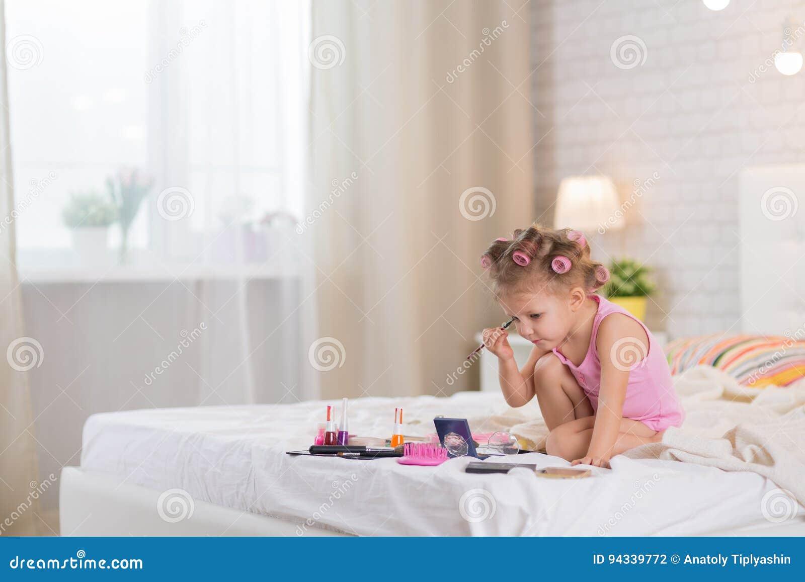 Mała sypialni dziewczyna