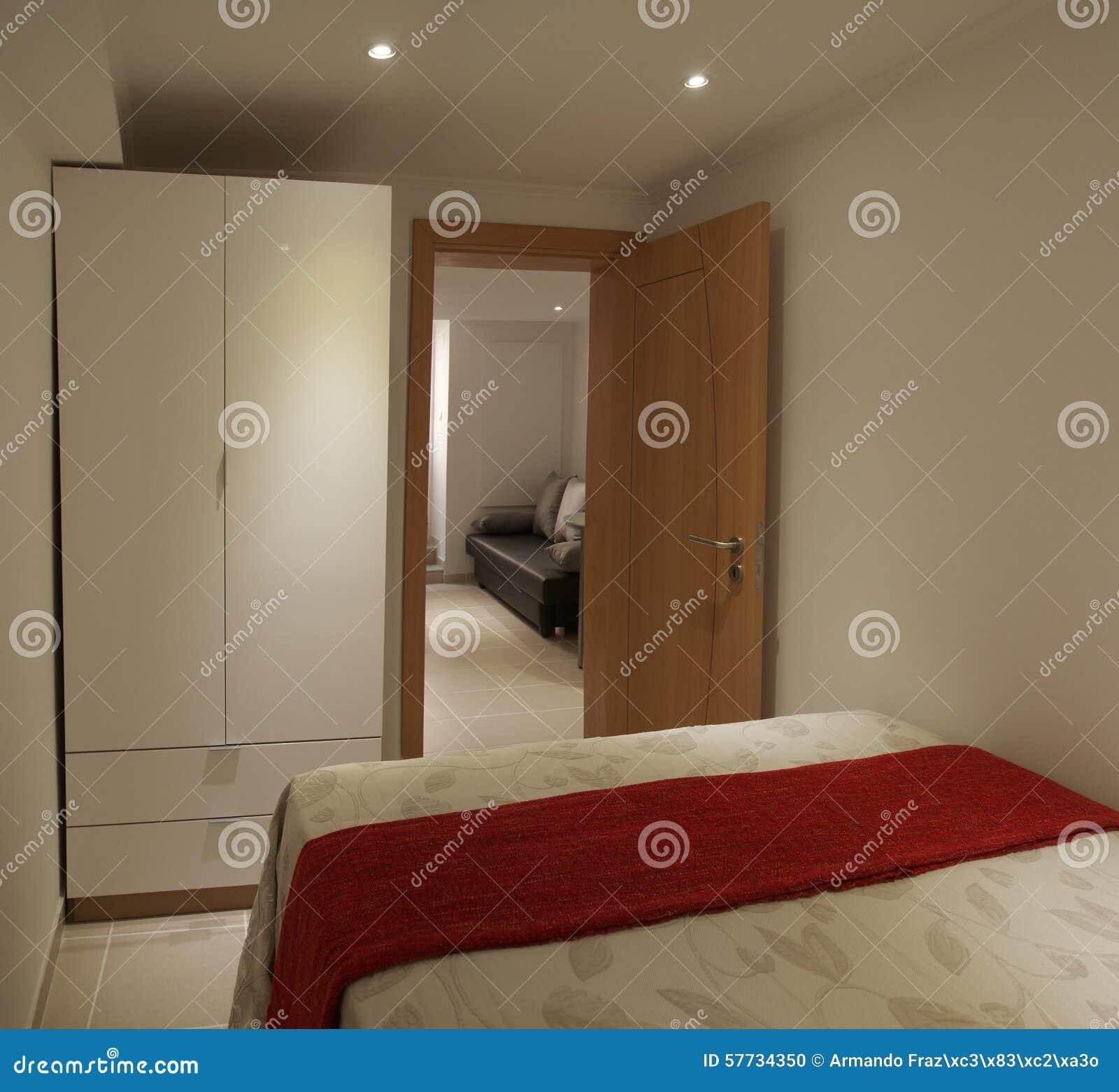 Mała Sypialnia I Szafa Zdjęcie Stock Obraz Złożonej Z