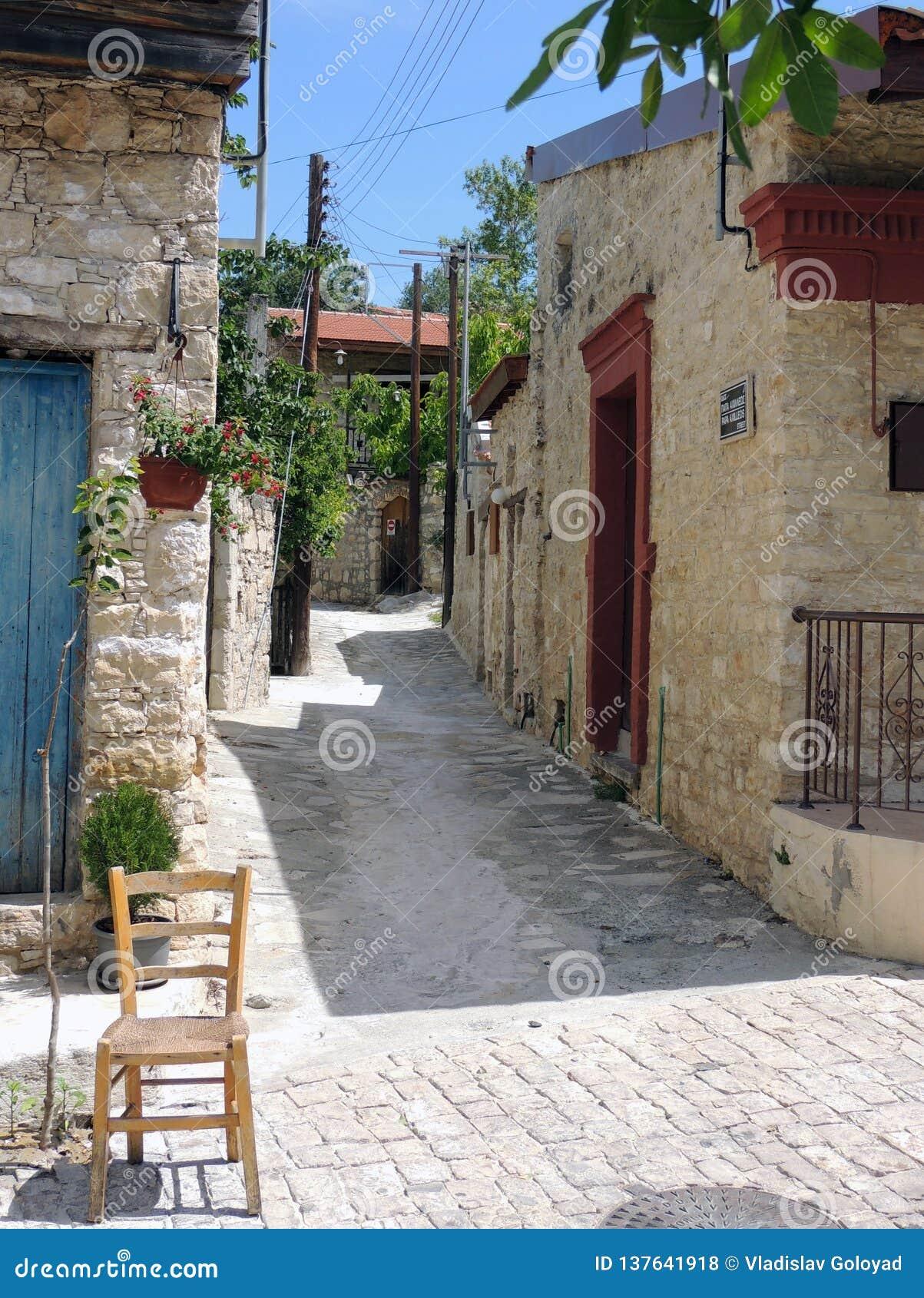 Mała ulica na wyspie Cypr
