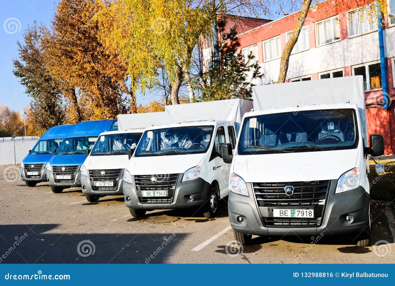 Małe ciężarówki, samochody dostawczy, kurierów minibusów stojak gotowy dla doręczeniowego Incoterms 2010 z rzędu Białoruś, Minsk,