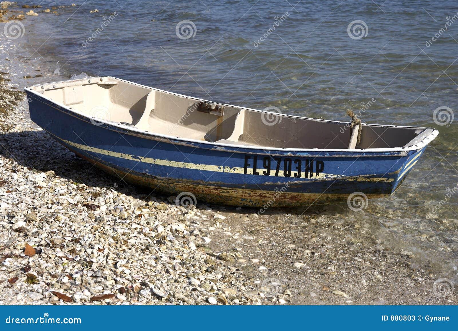Małe drewniane łódki