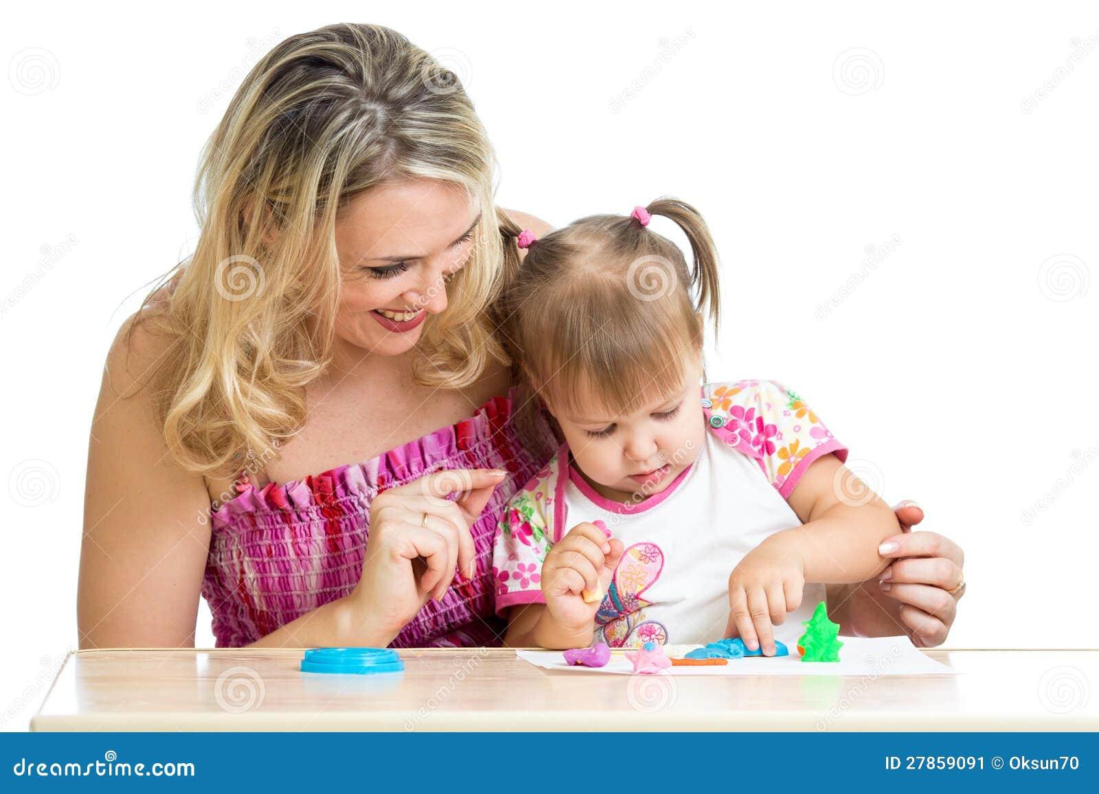 Małe dziecko i matki szczęśliwa sztuka wpólnie