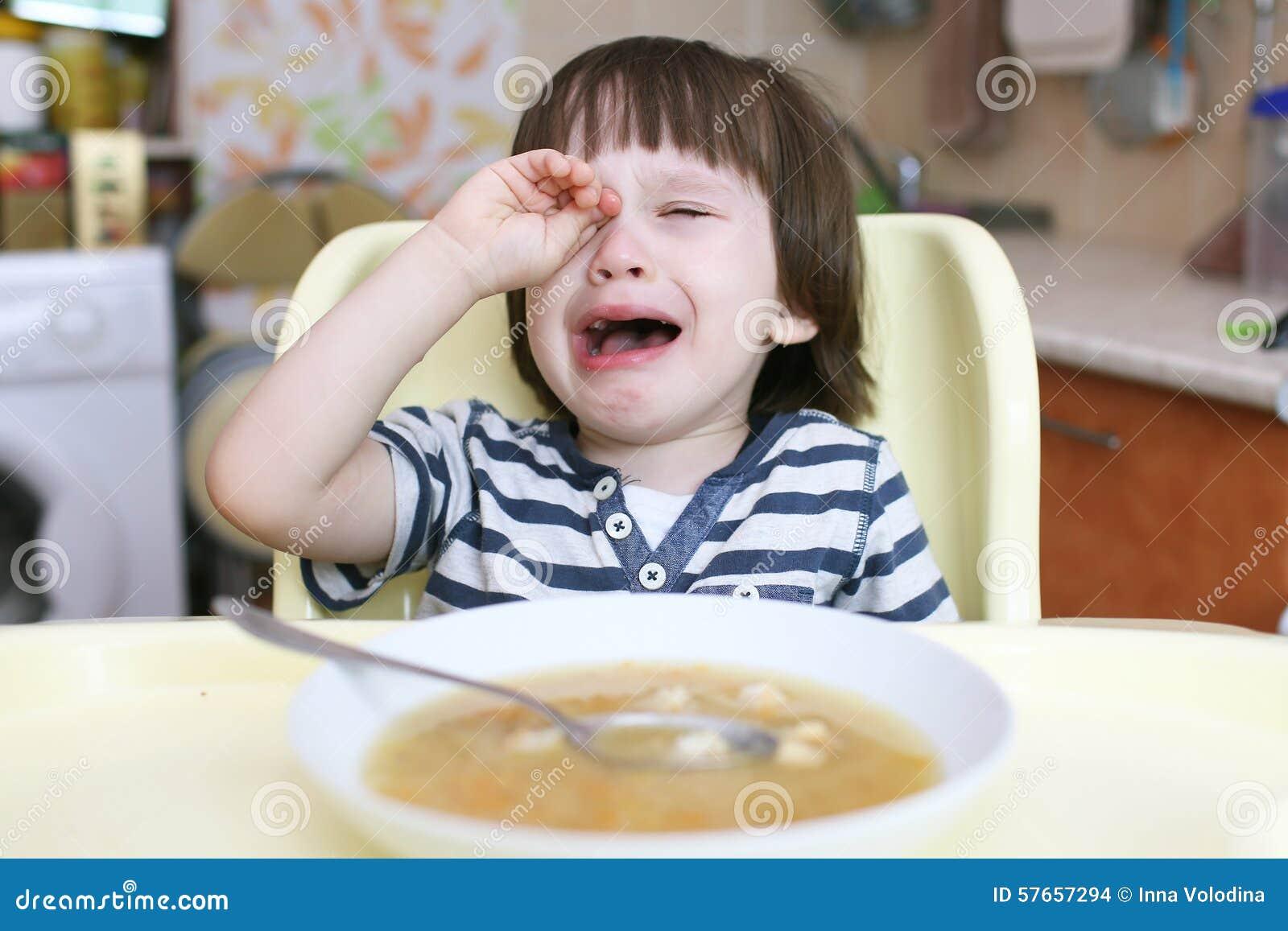 Małe dziecko no chce jeść