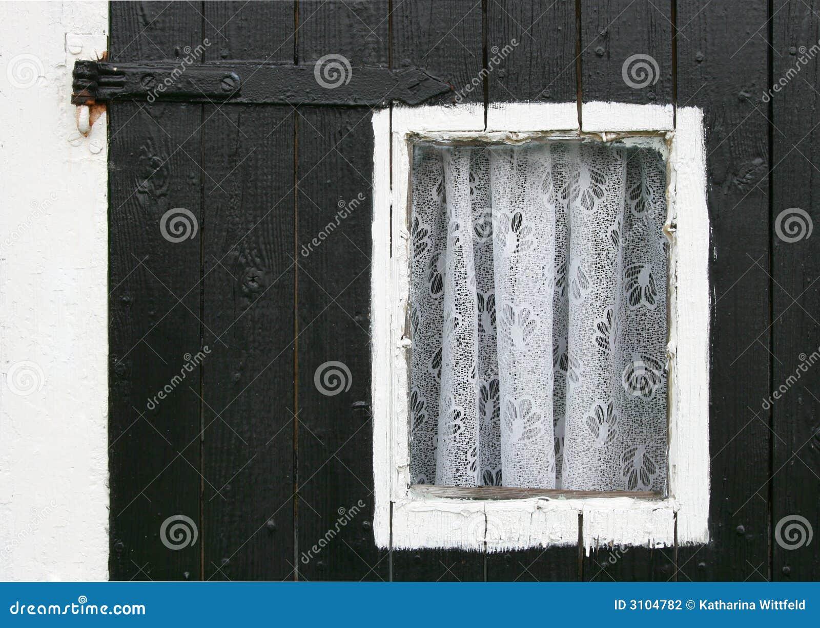 Małe okienko zasłony.