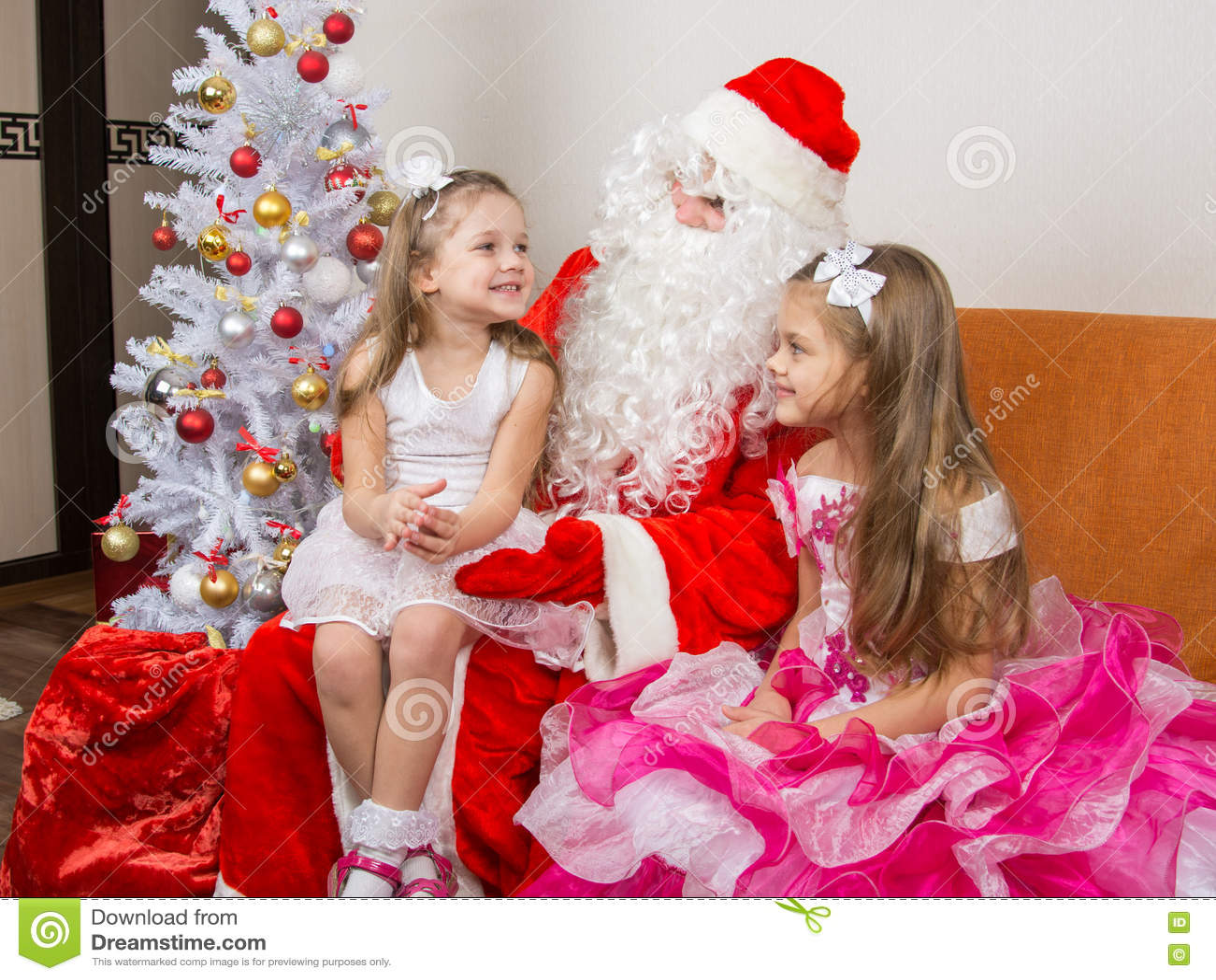 Małej Dziewczynki Obsiadanie Na Podołku święty Mikołaj I