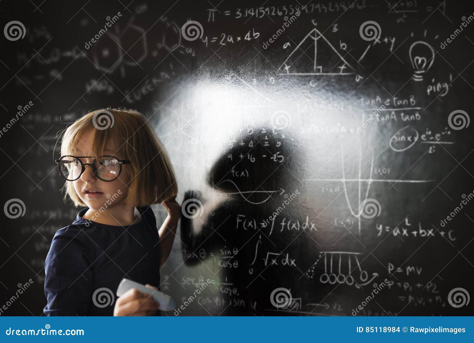 Małej Dziewczynki Writing Blackboard pojęcie