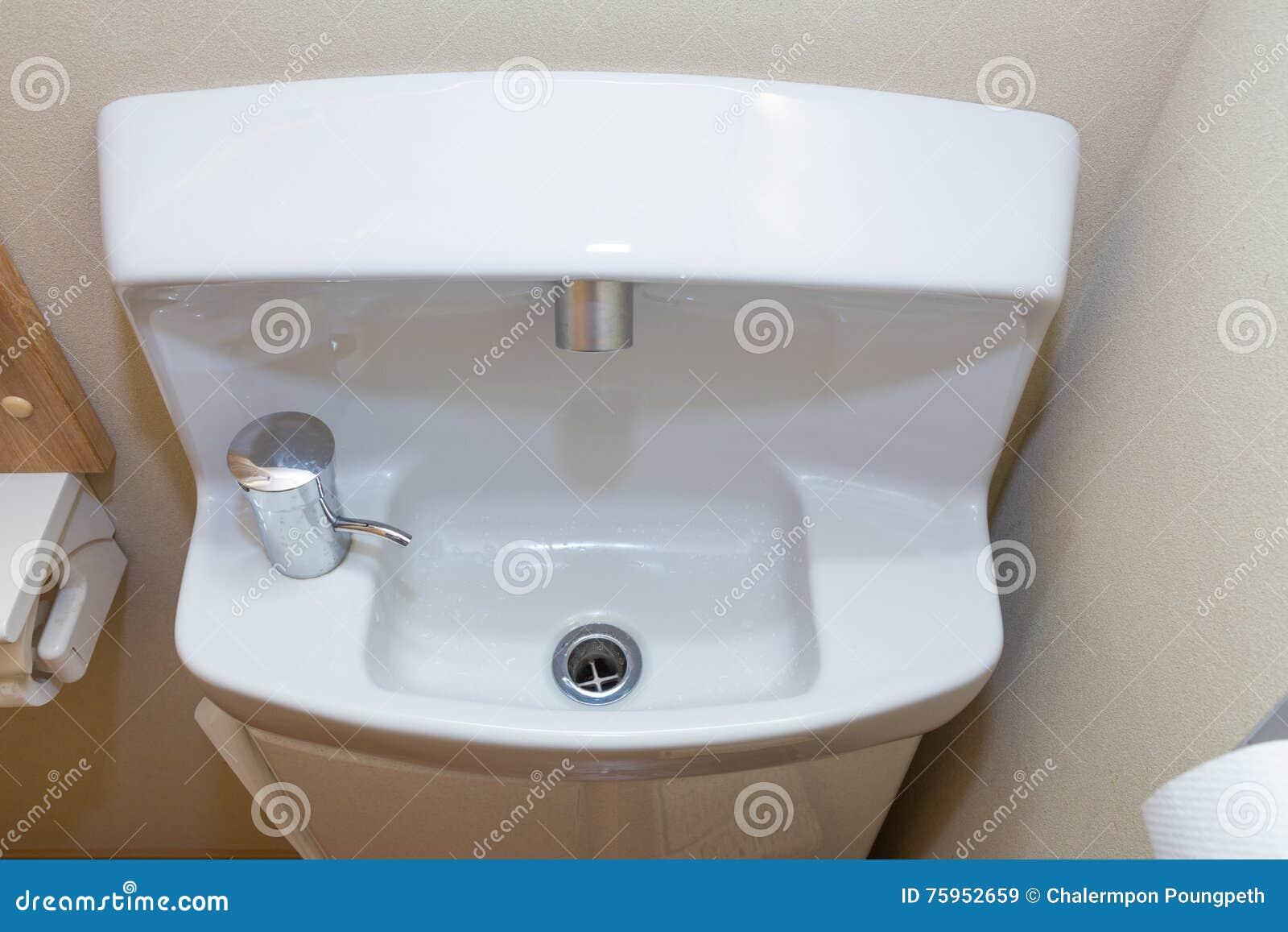 Mały ścisły łazienka Zlew Japoński Styl Obraz Stock Obraz