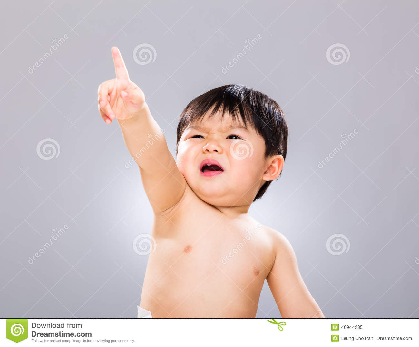 Mały chłopiec palec oddolny