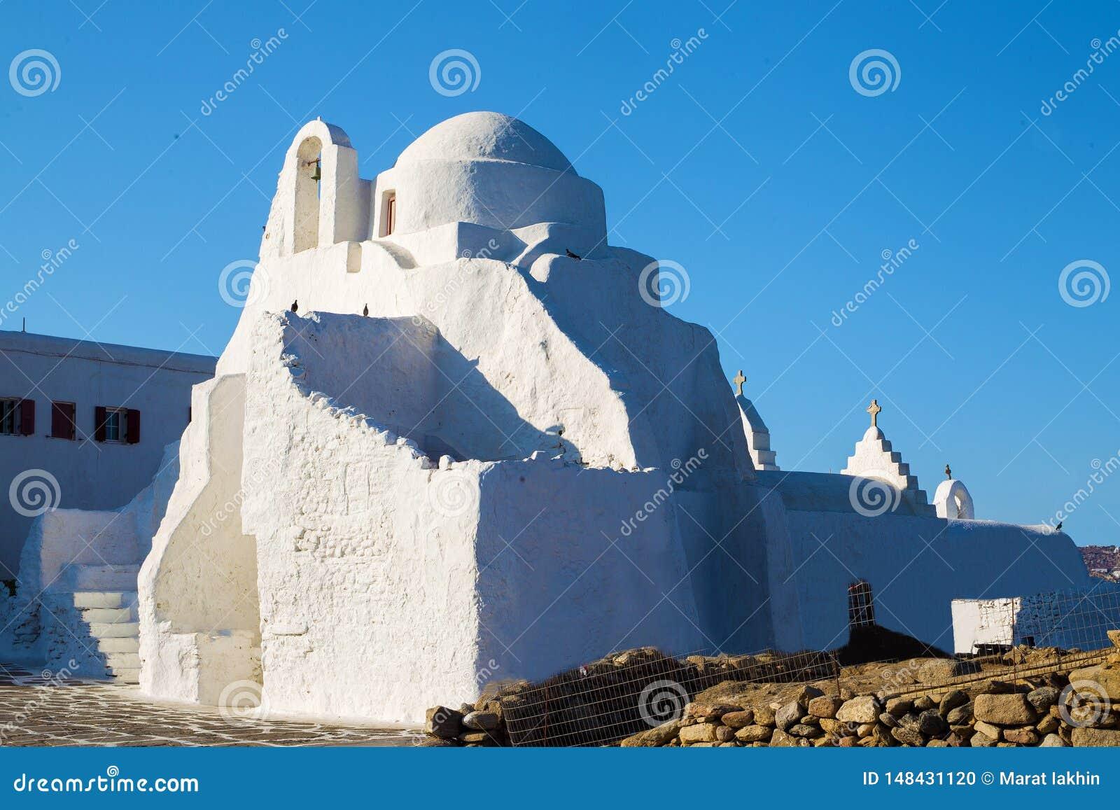 Mały kościół chrześcijański na greckiej wyspie