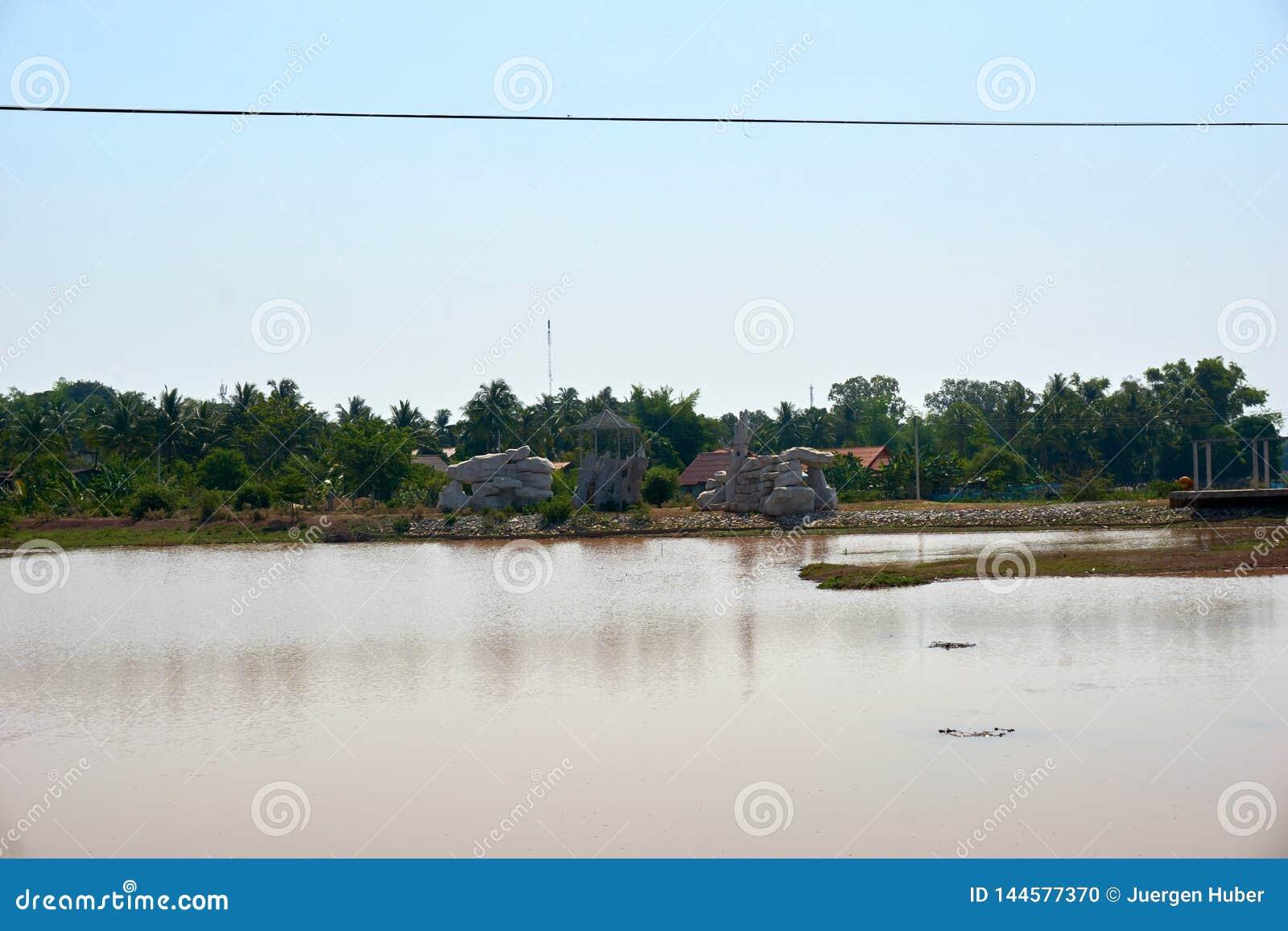 Mały morze w środku od thakek Laos