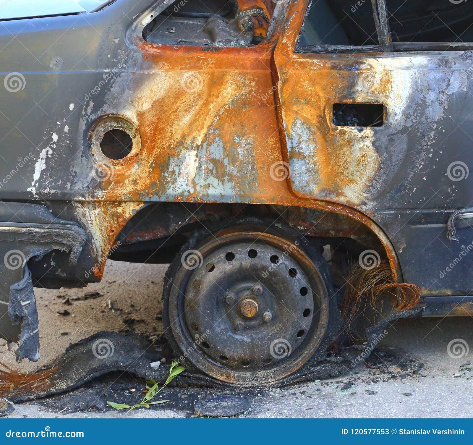Mały samochodu ogień