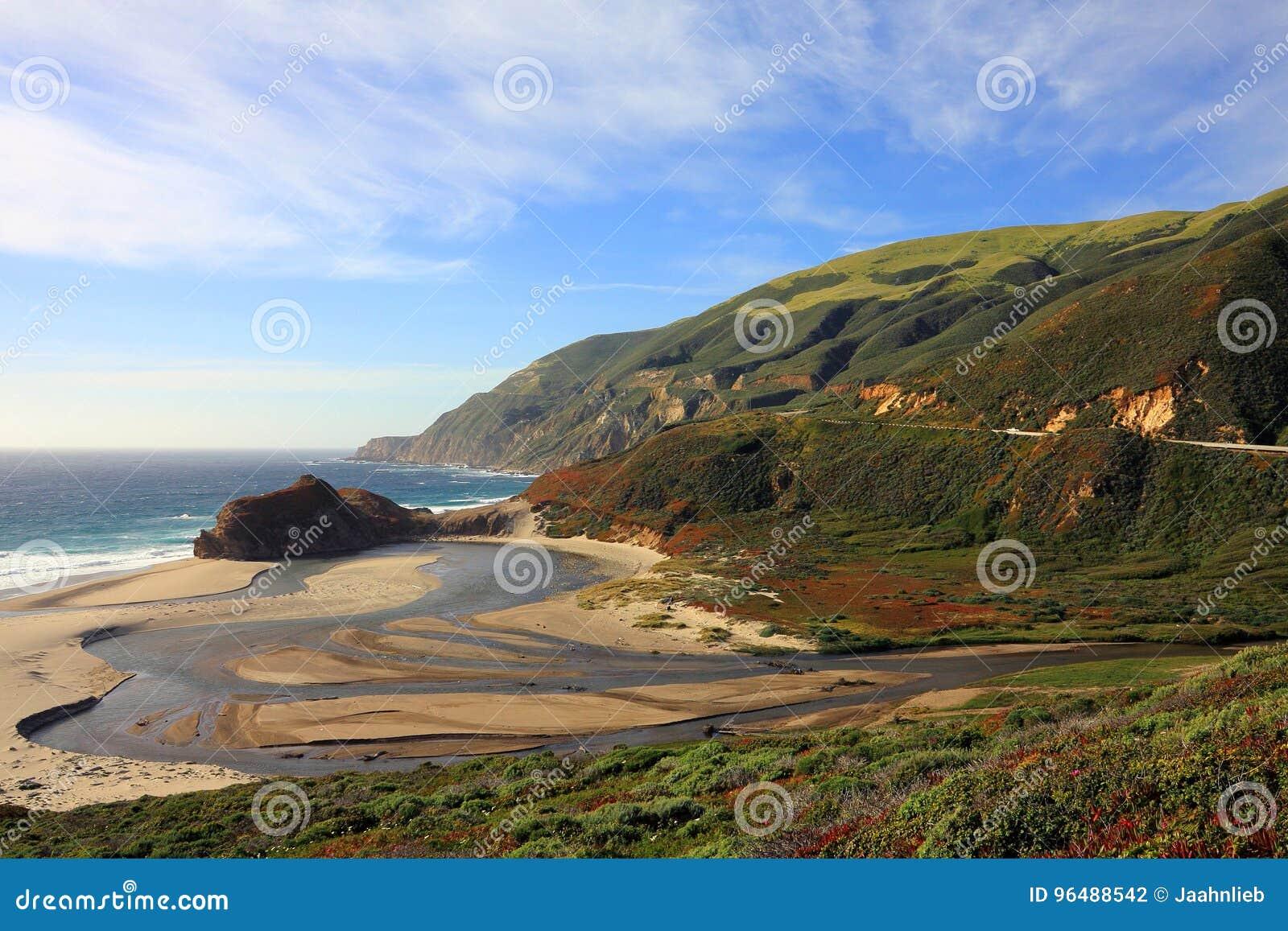 Mały Sura Rzeczny ujście na Dużym Sura wybrzeżu blisko Carmel, Kalifornia