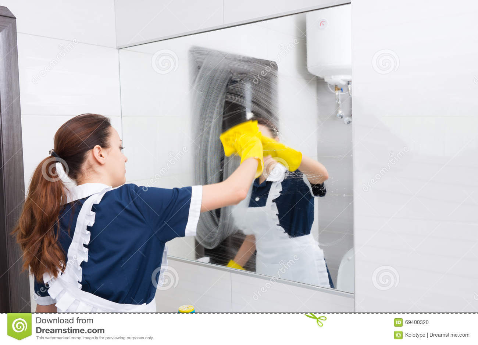 Mażący lustrzany czyścić gosposią