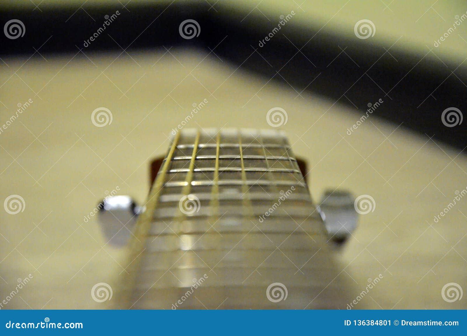 Ma guitare accoustic jaune préférée