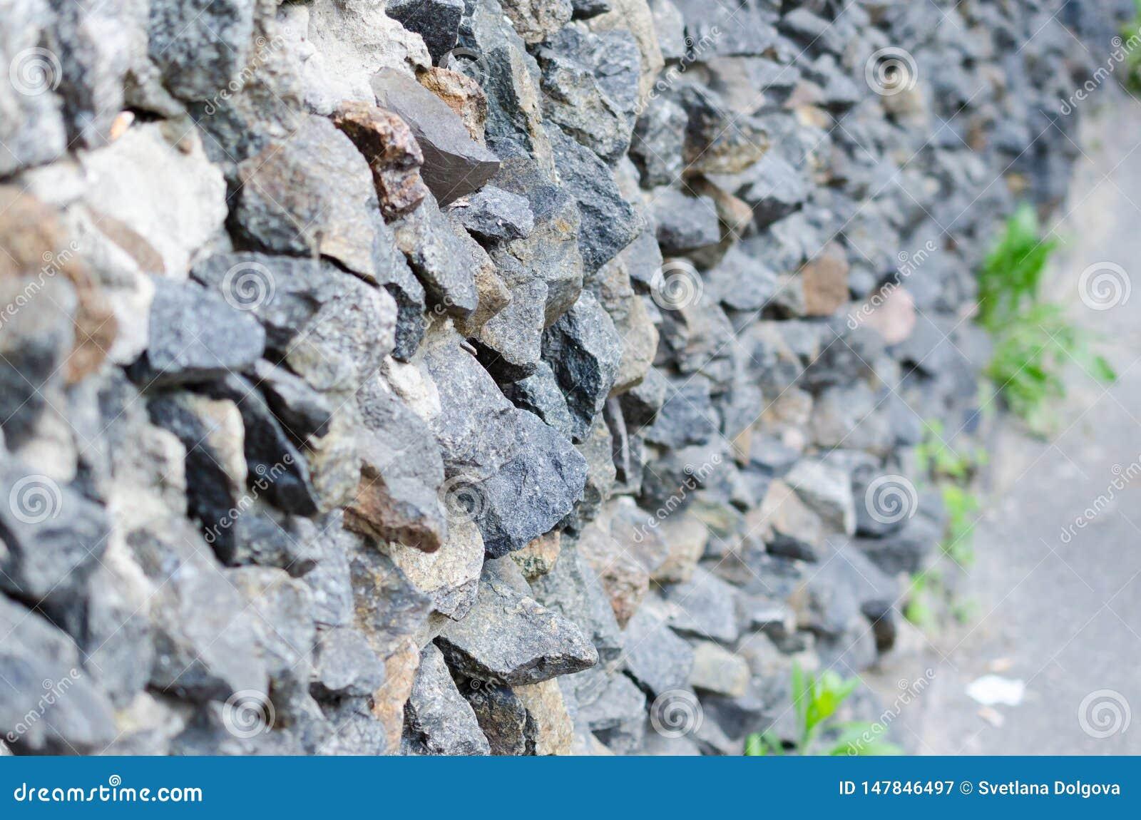 Ma?onnerie en pierre rugueuse grise sur la texture de fa?ade