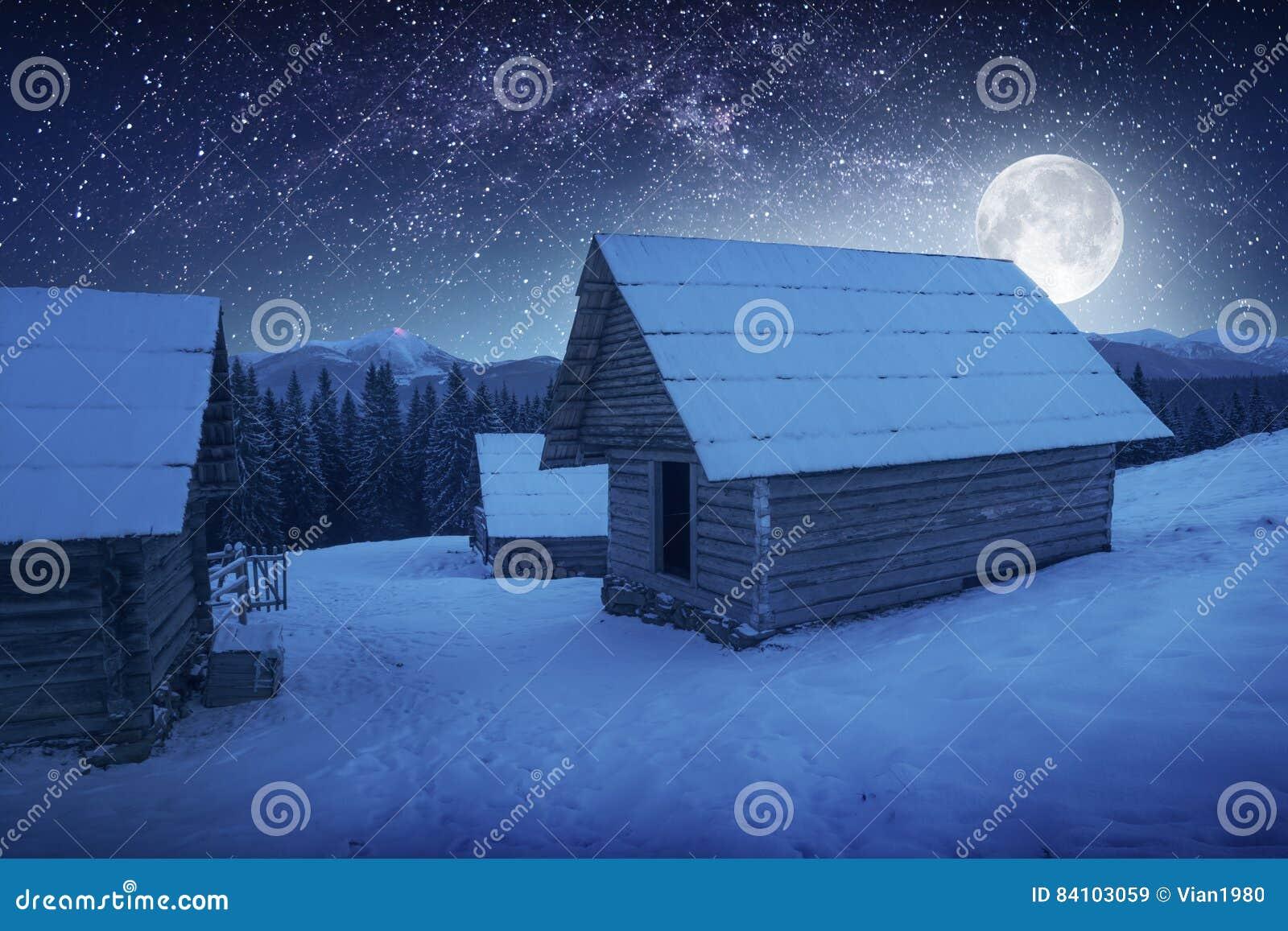 Download Maan Boven Het Dorp Stock Afbeelding Afbeelding Bestaande Uit Blauw