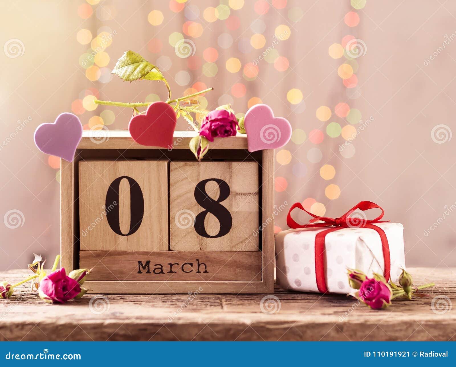 8 maart, houten kalender, gelukkige vrouwen` s dag