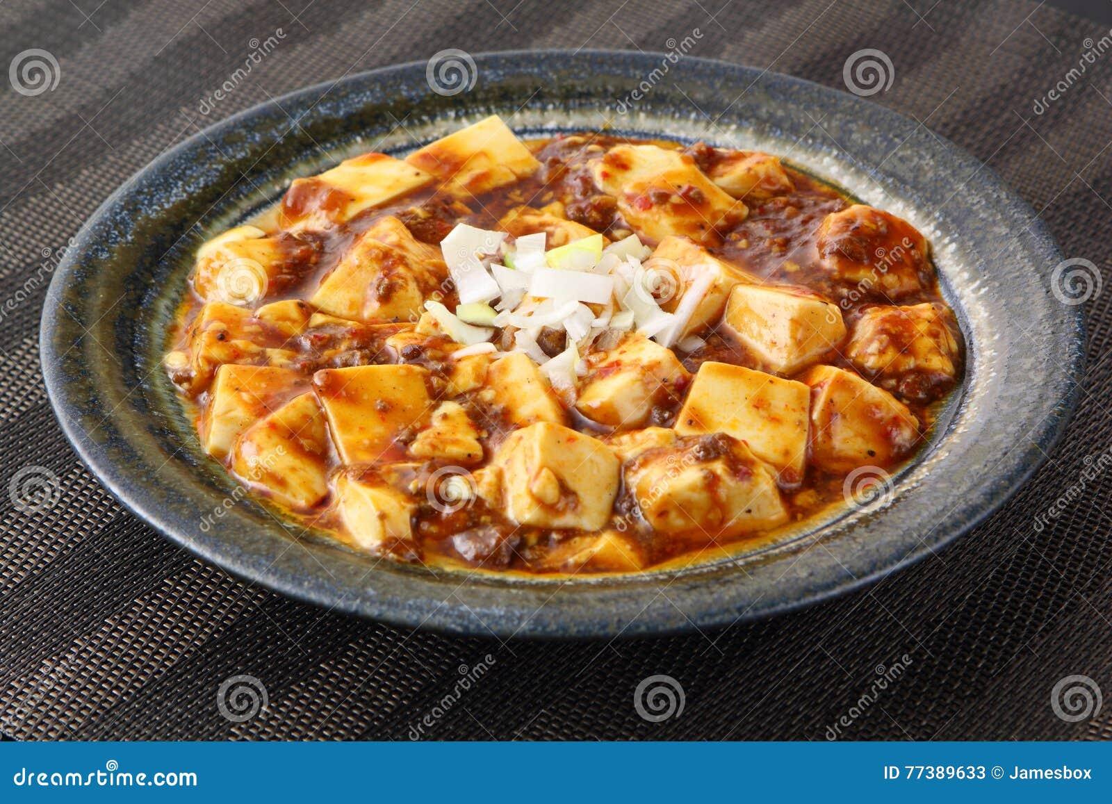 Mabo tofu med tomater soppa och lök på den kinesiska plattan