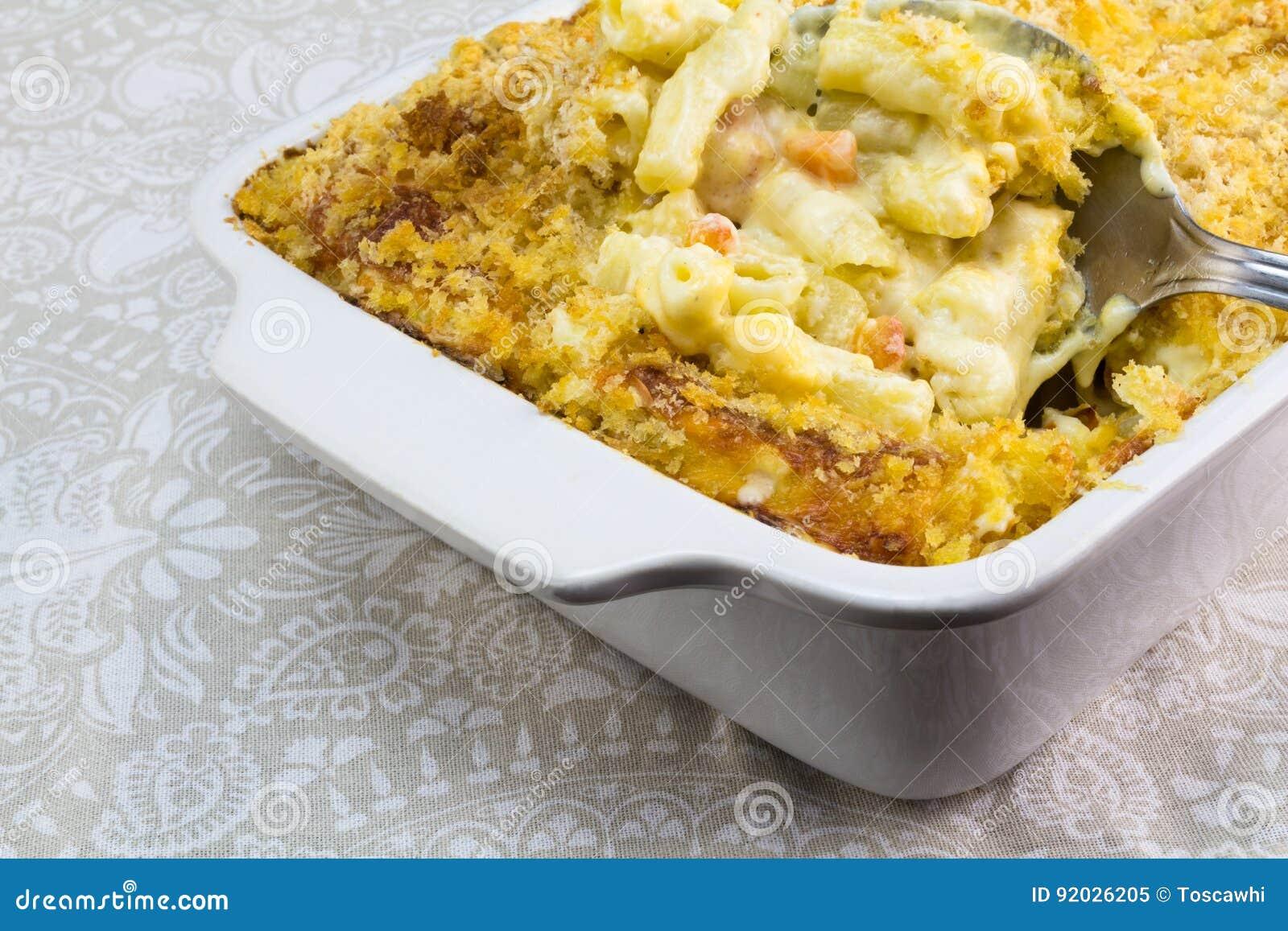 Macaronis avec haut étroit de fromage et de tomate