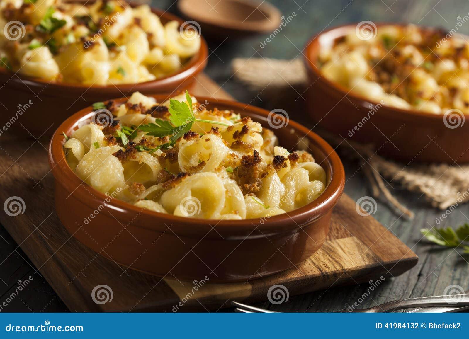 Macarrão e queijo caseiros cozidos
