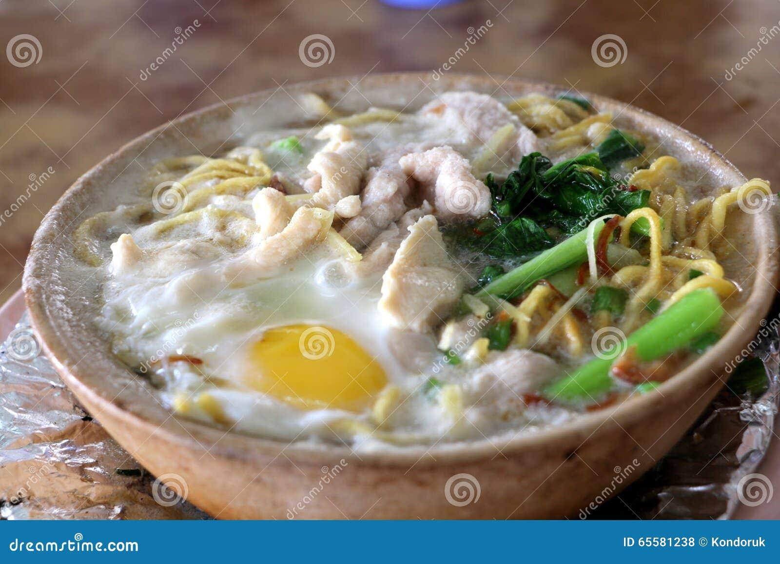 Macarronete de ovo de Claypot, estilo cantonês