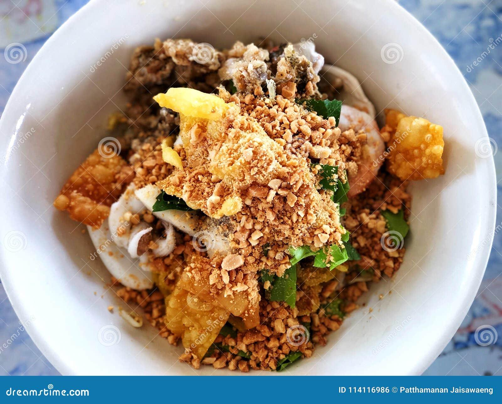 Macarronetes picantes do marisco, deliciosos do alimento tailandês