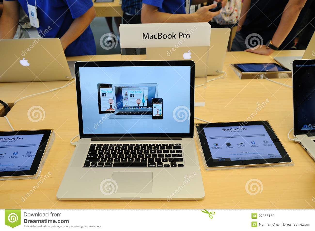 Macbook Pro Display In Apple Store Editorial Photography