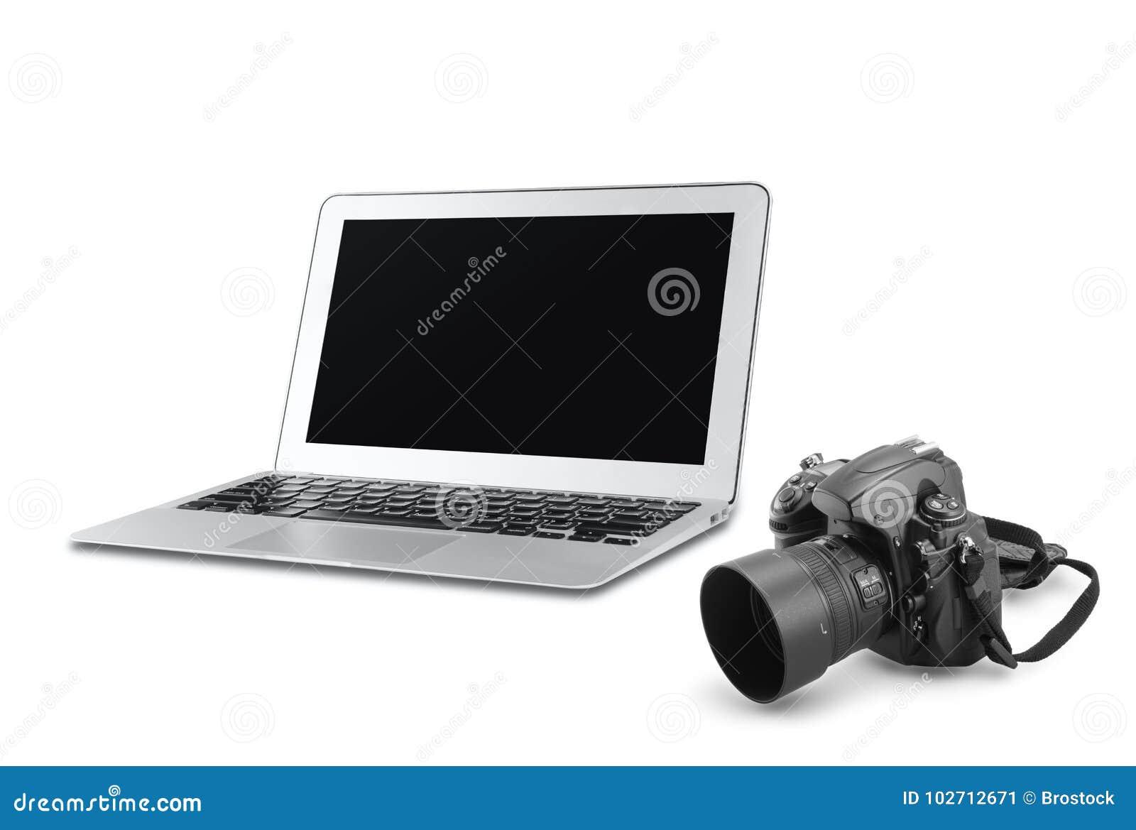 Macchina fotografica di DSLR e computer portatile dell argento con lo schermo in bianco