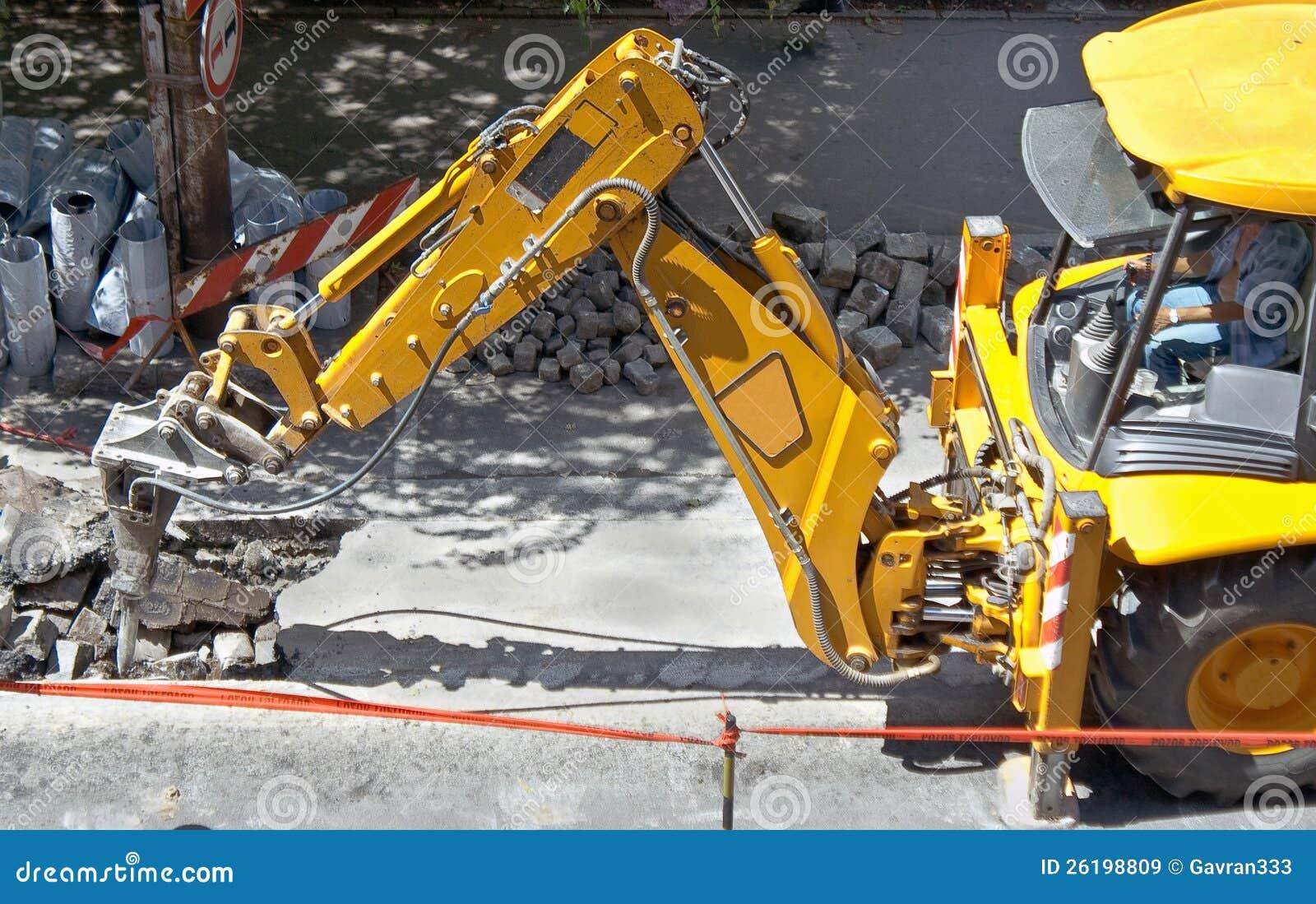 Macchina pesante su un lavoro di costruzione di strade for Costruzione di un pollaio su ruote