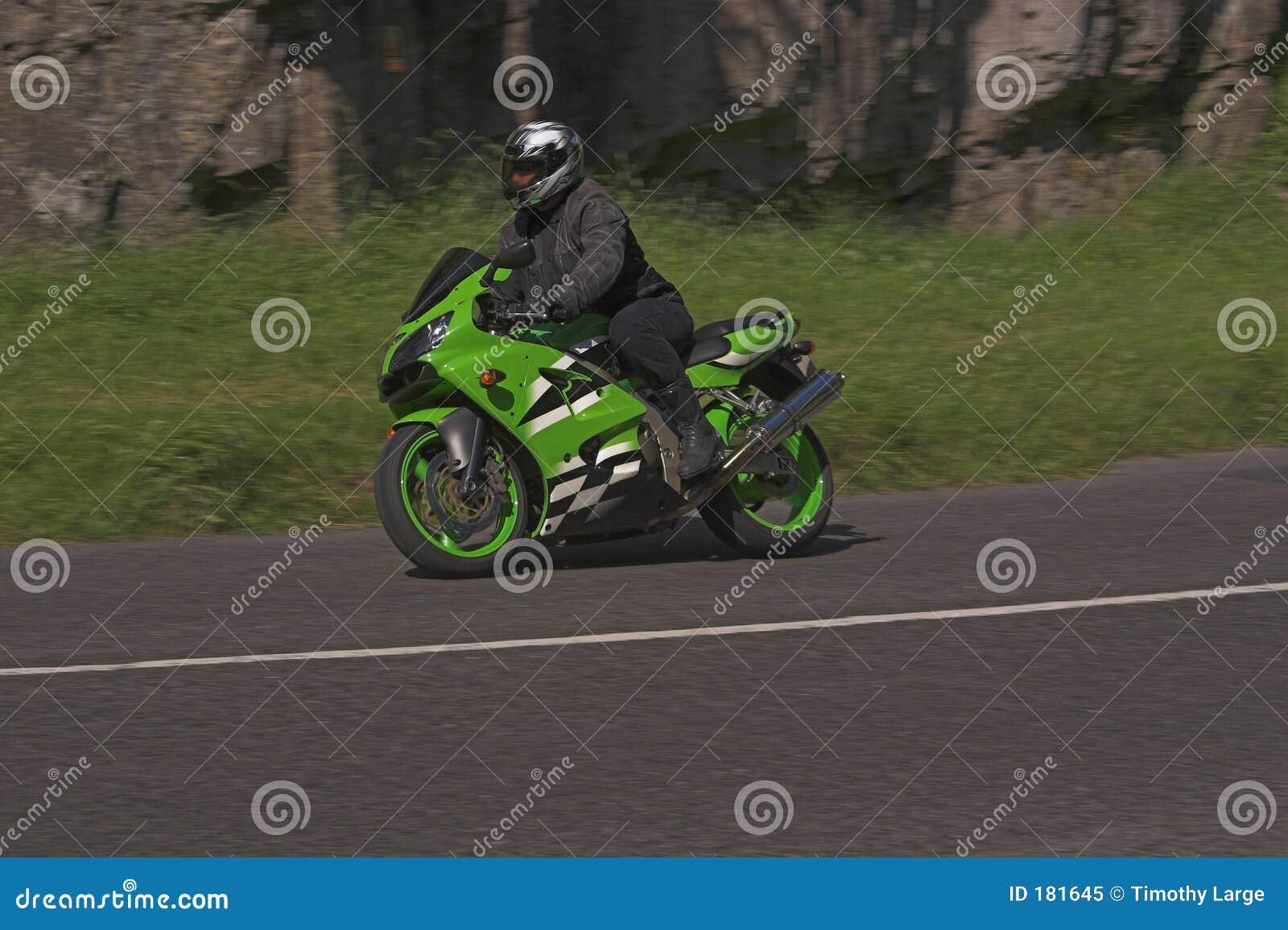 Macchina verde di velocità