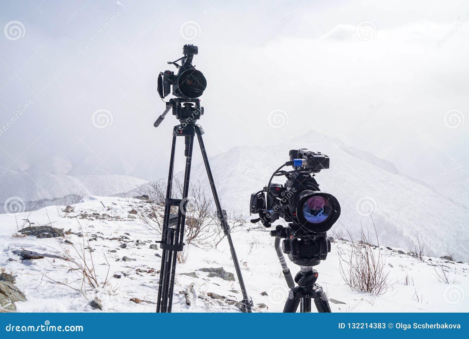 Macchine fotografiche Canon sopra la montagna