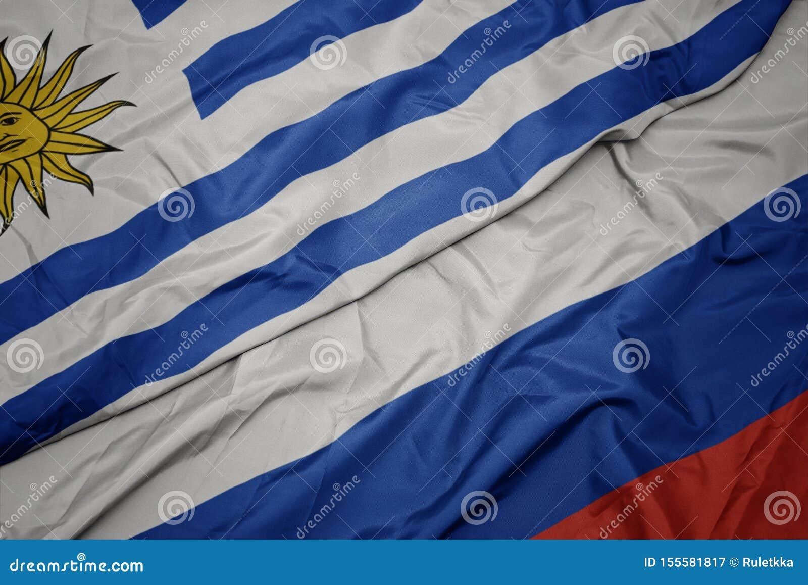 Machać kolorową flagę Russia i flagę państowową Uruguay