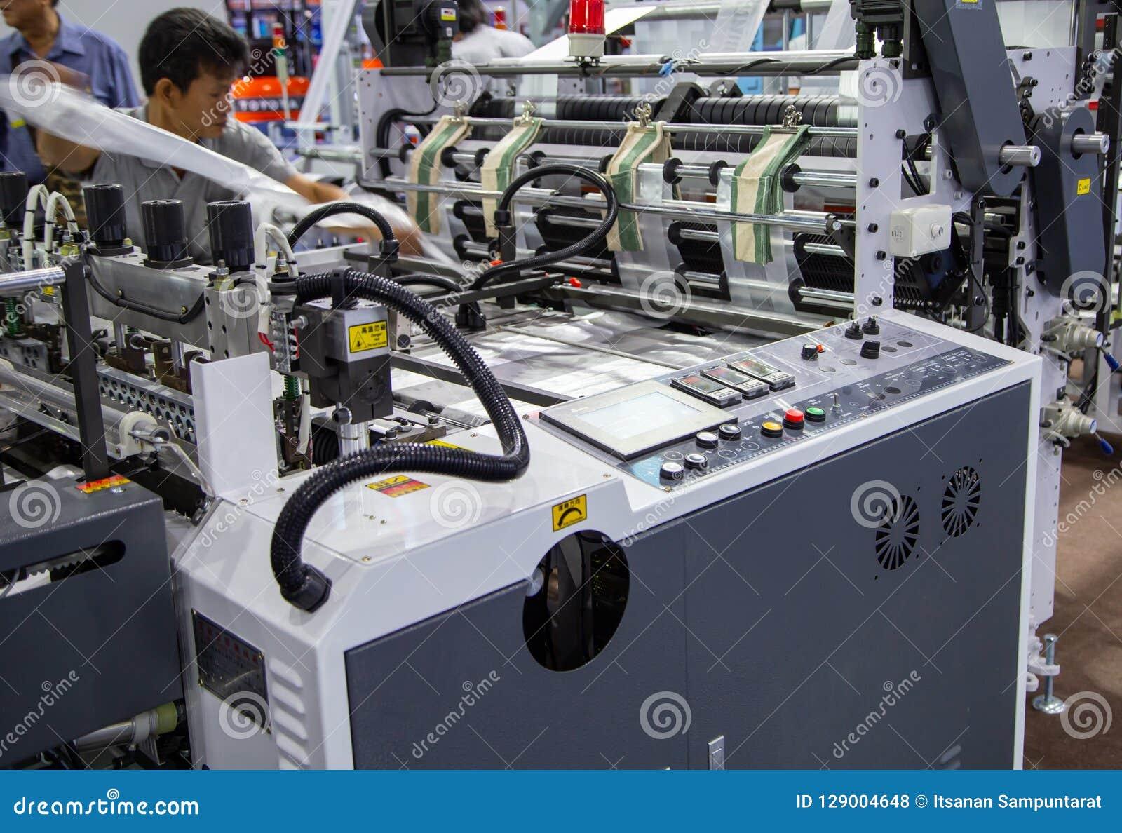 Machine d extrudeuse de sachet en plastique de réparation de travailleur