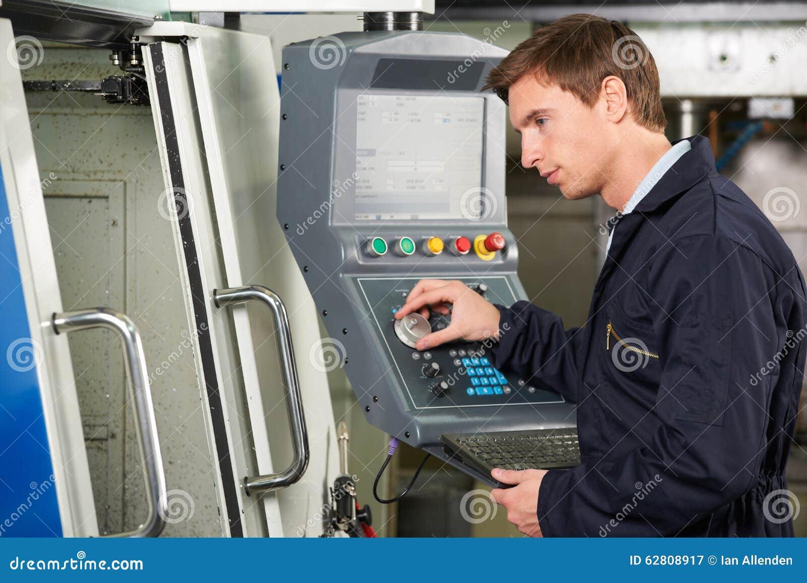 Machine d Operating Computerized Cutting d ingénieur