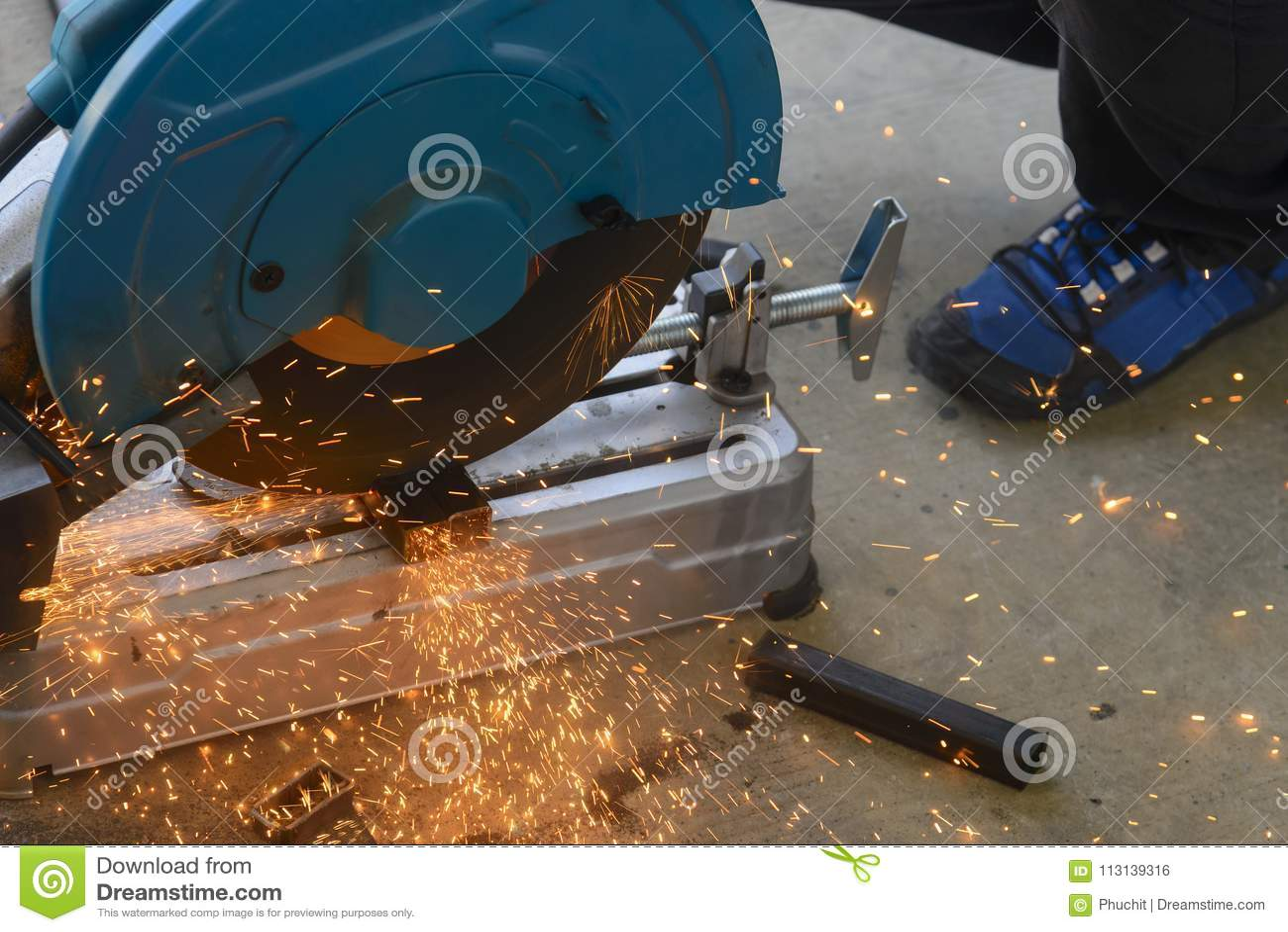 Machine de sawing circulaire de lame de fibre