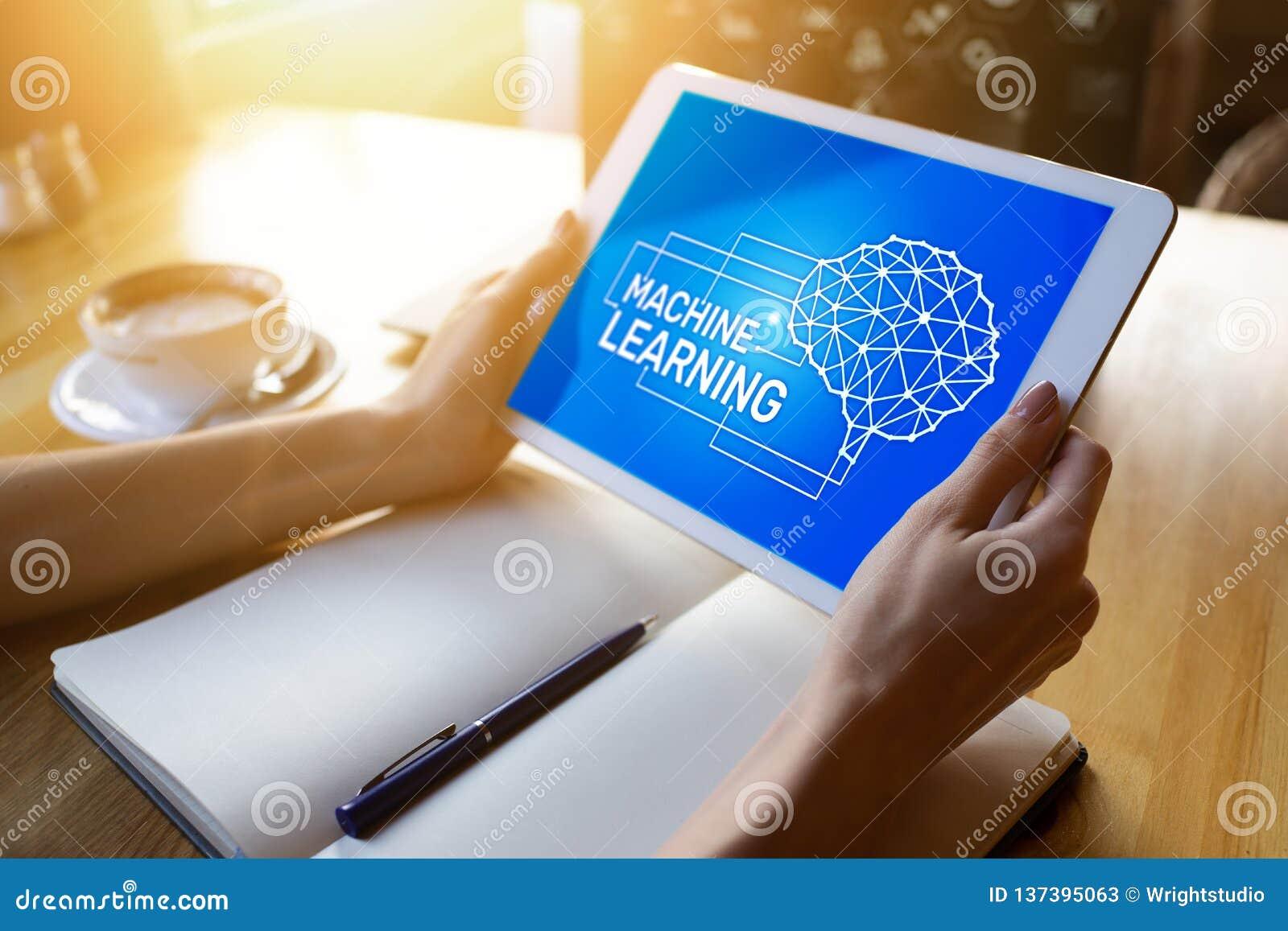 Machine het leren, kunstmatige intelligentie en slim technologieconcept op het apparatenscherm