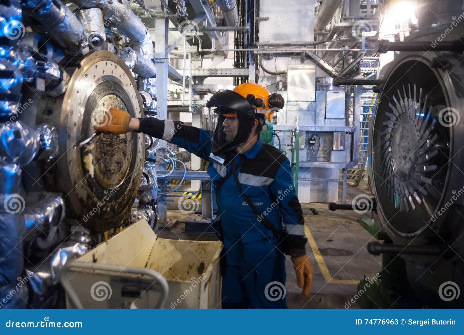 Machine industrielle d extrudeuse de nettoyage de mécanicien